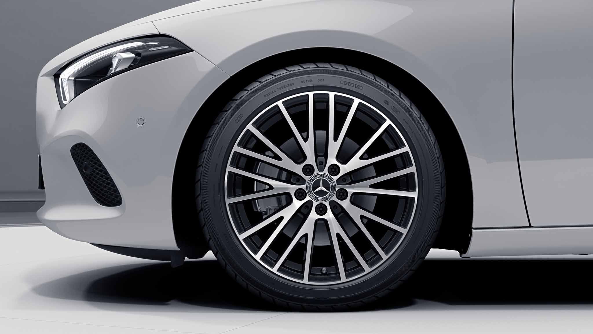 "Jantes 18"" multibranches de la Mercedes-Benz Classe A Berline"