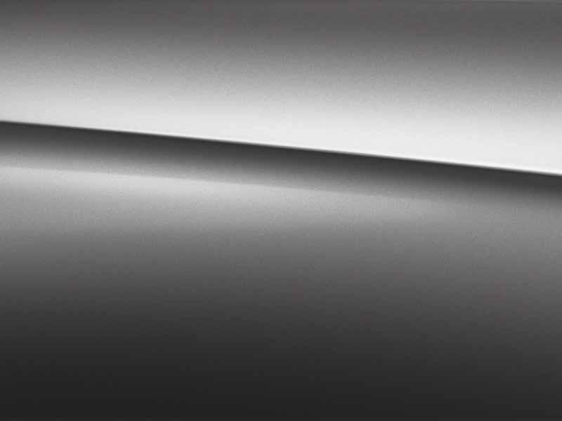 Vue de trois quarts de profil de la Mercedes Classe A Berline avec la peinture Métallisé - Gris Montagne