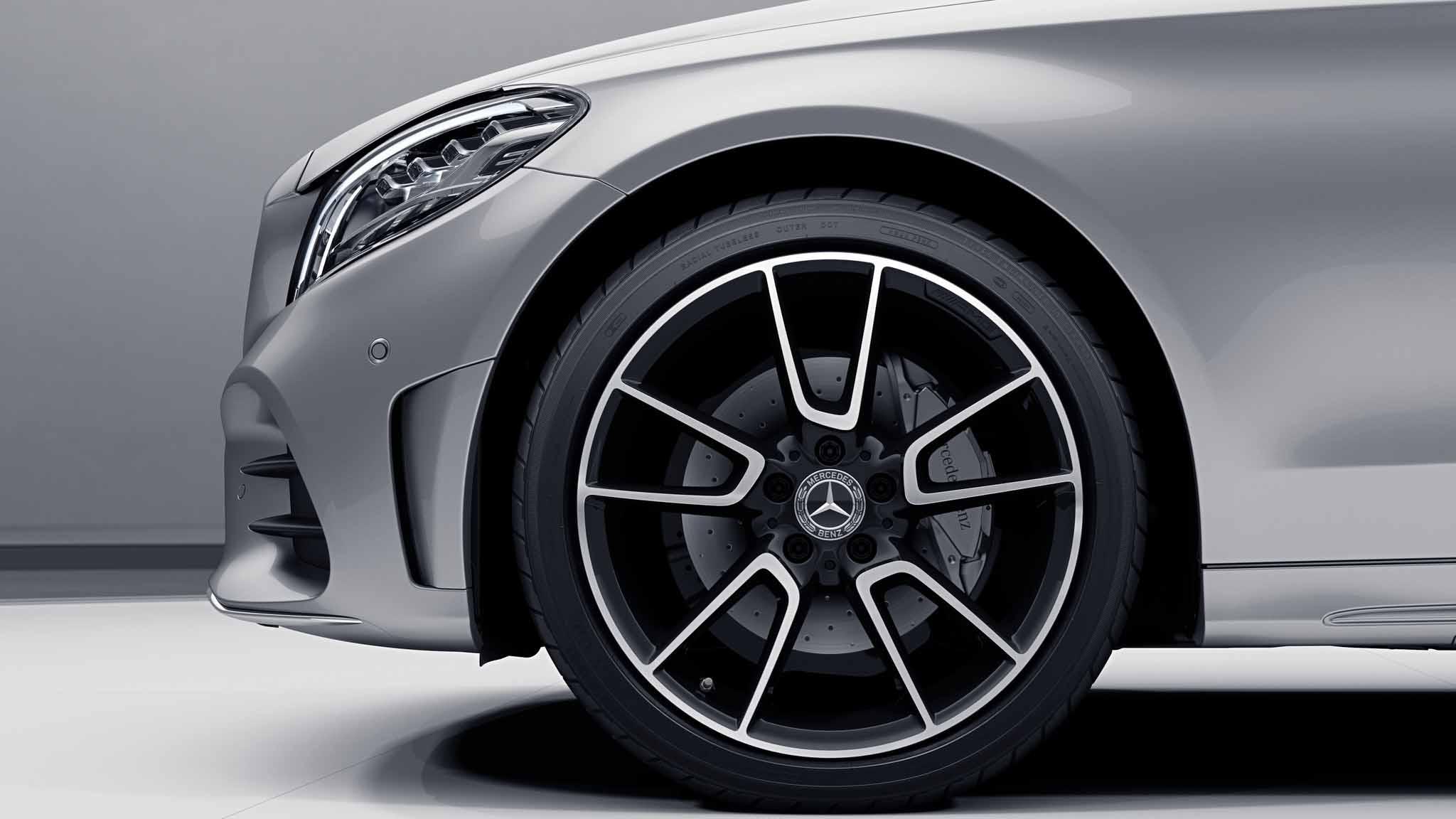 Jantes AMG 19 à 5 doubles branches de la Mercedes-Benz Classe C Berline