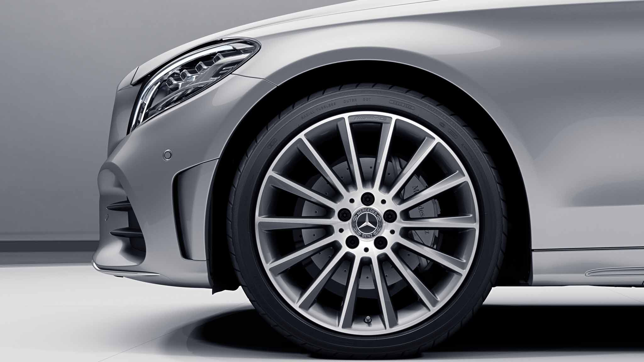 Jantes AMG 19 multibranches de la Mercedes-Benz Classe C Berline