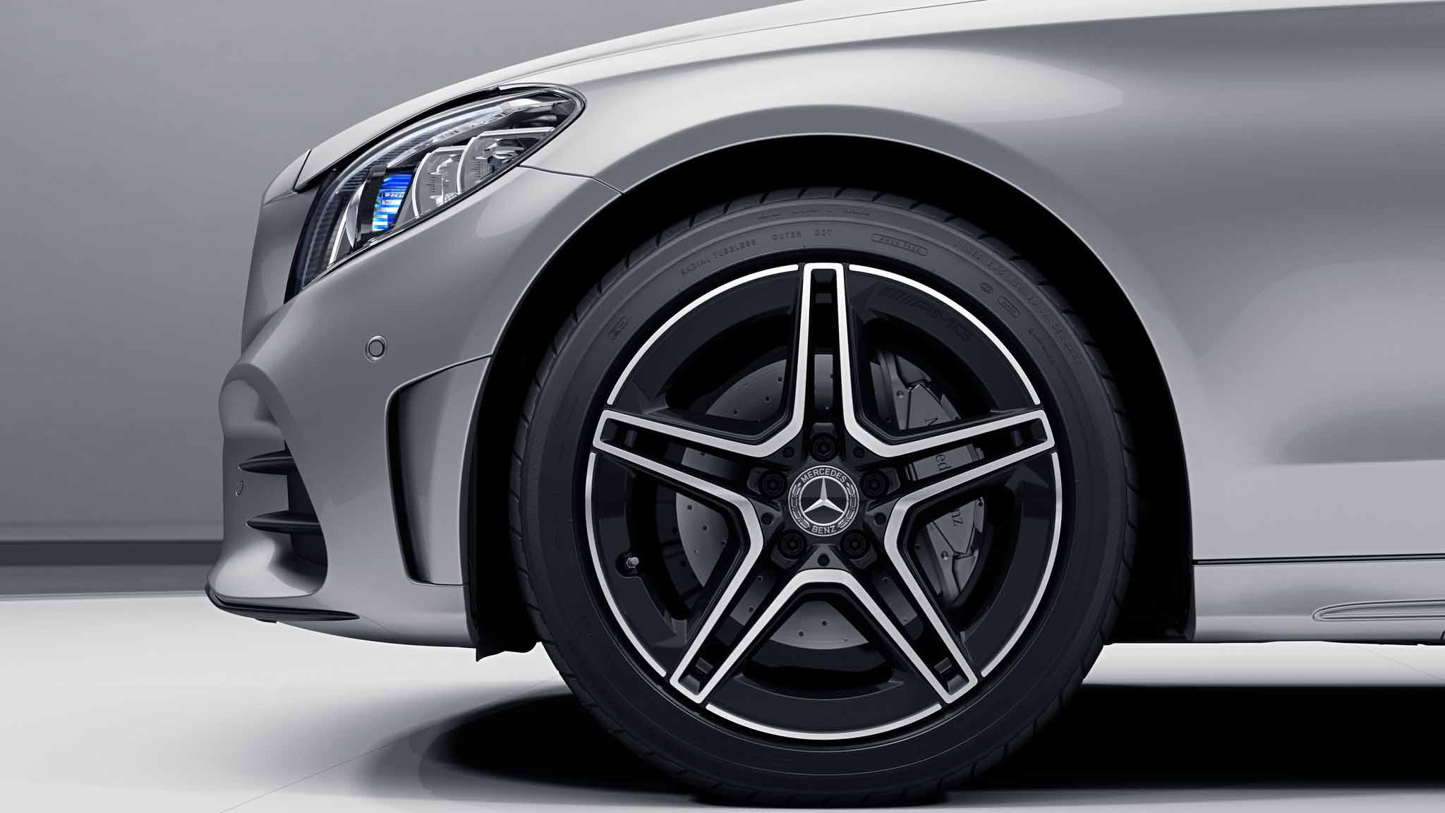 Jantes AMG 18 à 5 branches noires de la Mercedes-Benz Classe C Berline