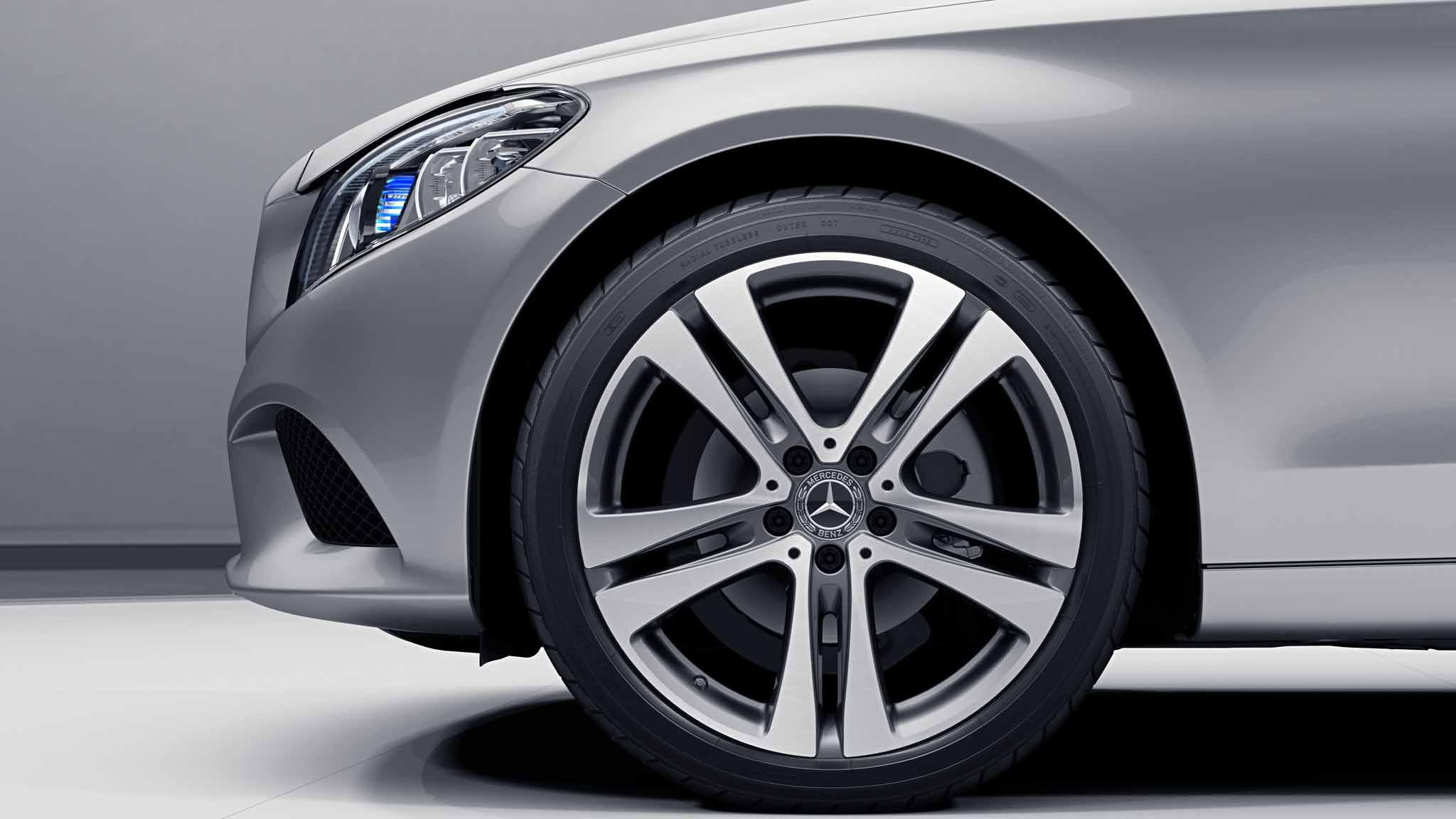Jantes AMG 19 à 5 doubles branches noires de la Mercedes-Benz Classe C Berline