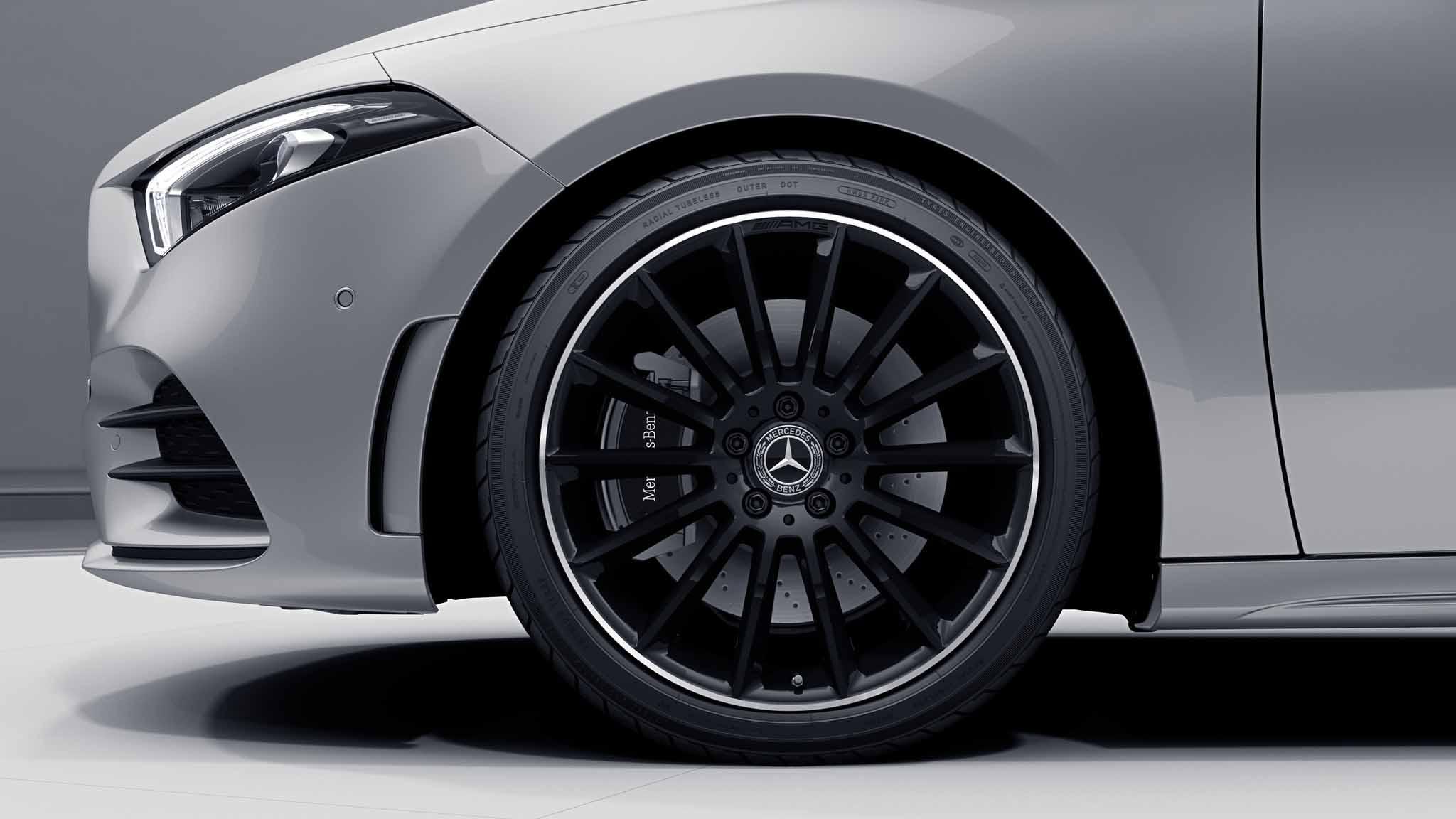 """Jantes AMG 19"""" multibranches noires de la Mercedes-Benz Classe A Berline"""