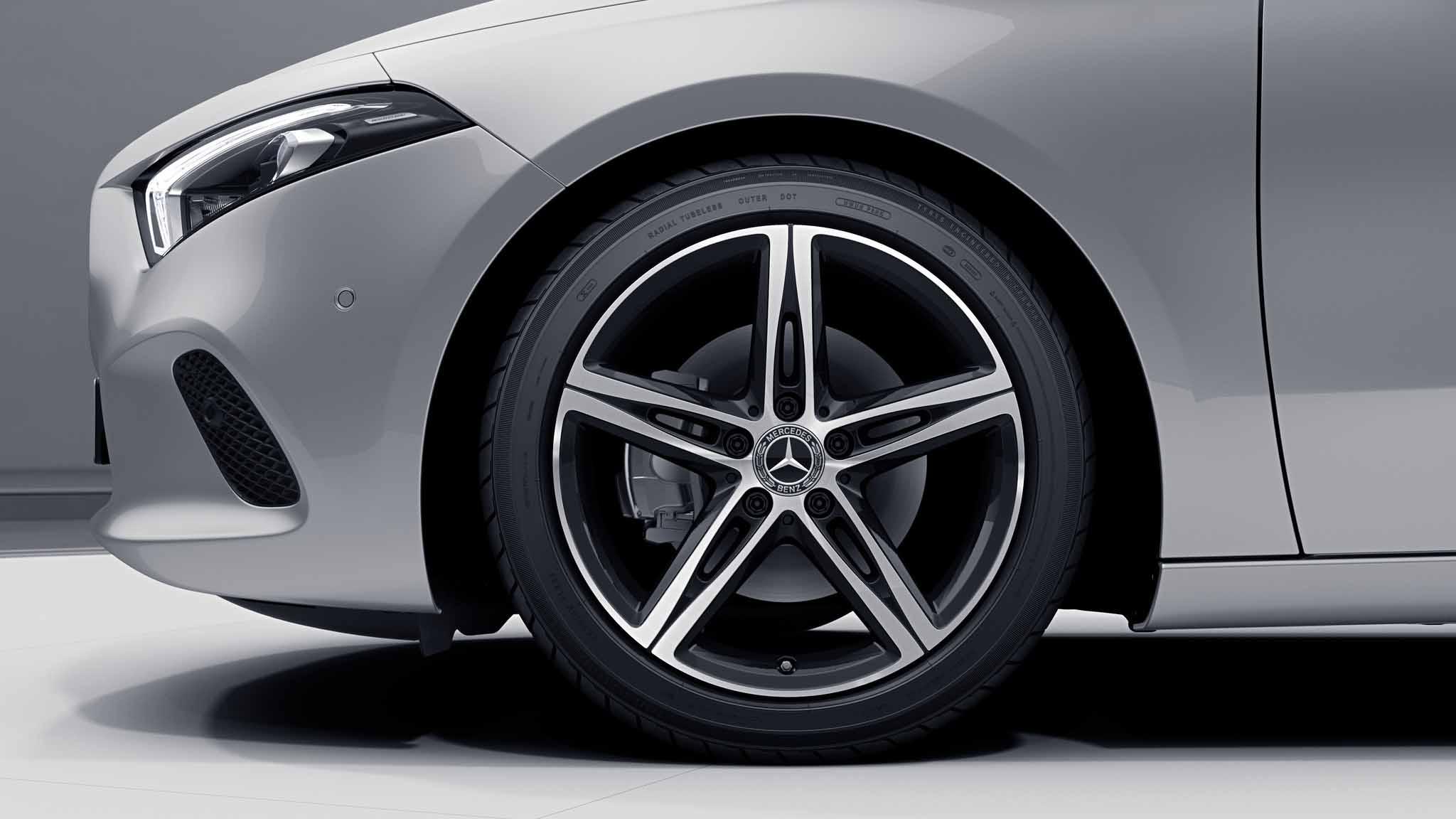 """Jantes 18"""" à 5 doubles branches de la Mercedes-Benz Classe A Berline"""