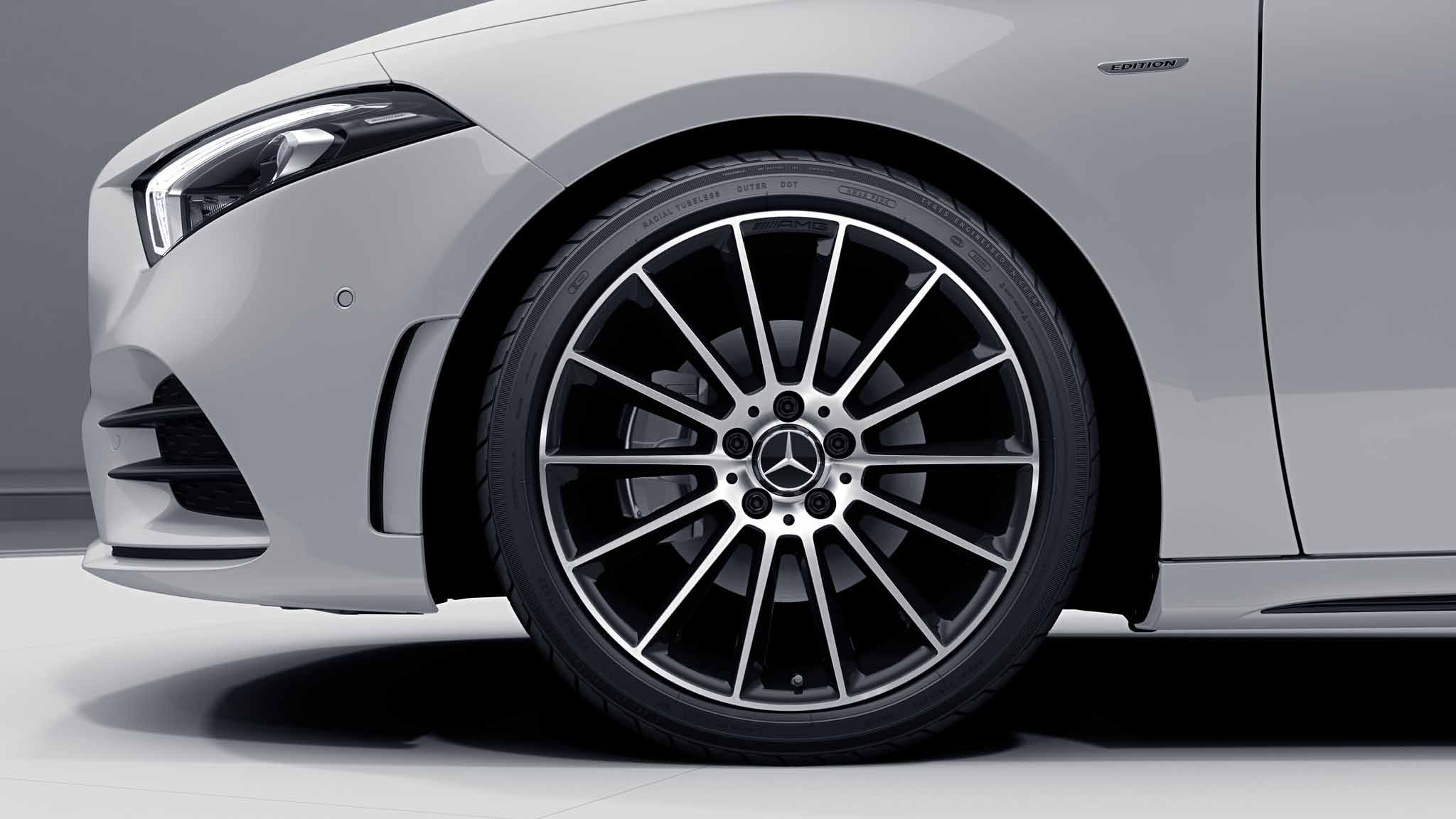 "Jantes AMG 19"" multibranches de la Mercedes-Benz Classe A Berline"