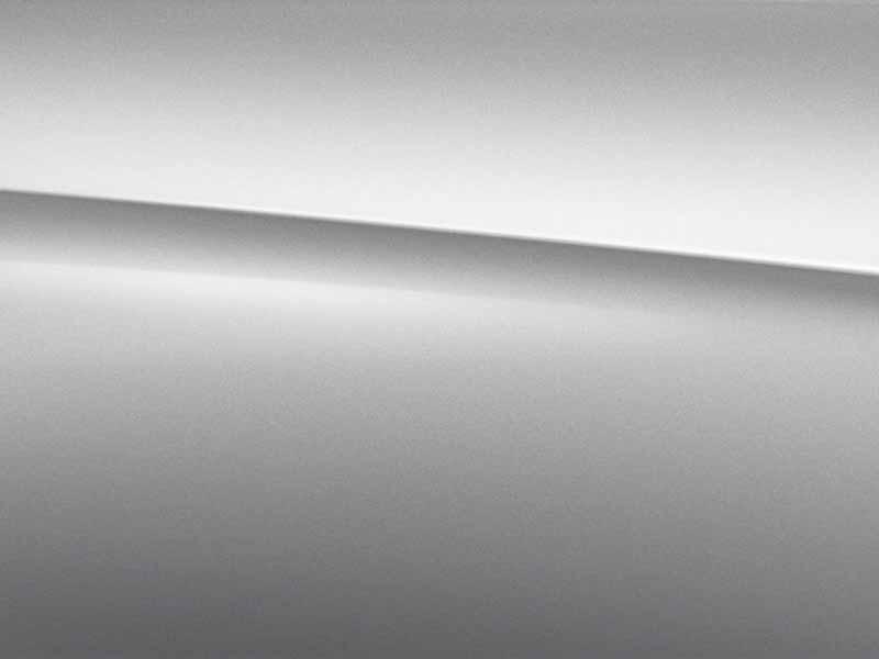 Vue de trois quarts de profil de la Mercedes Classe A Berline avec la peinture Métallisé - Argent Iridium