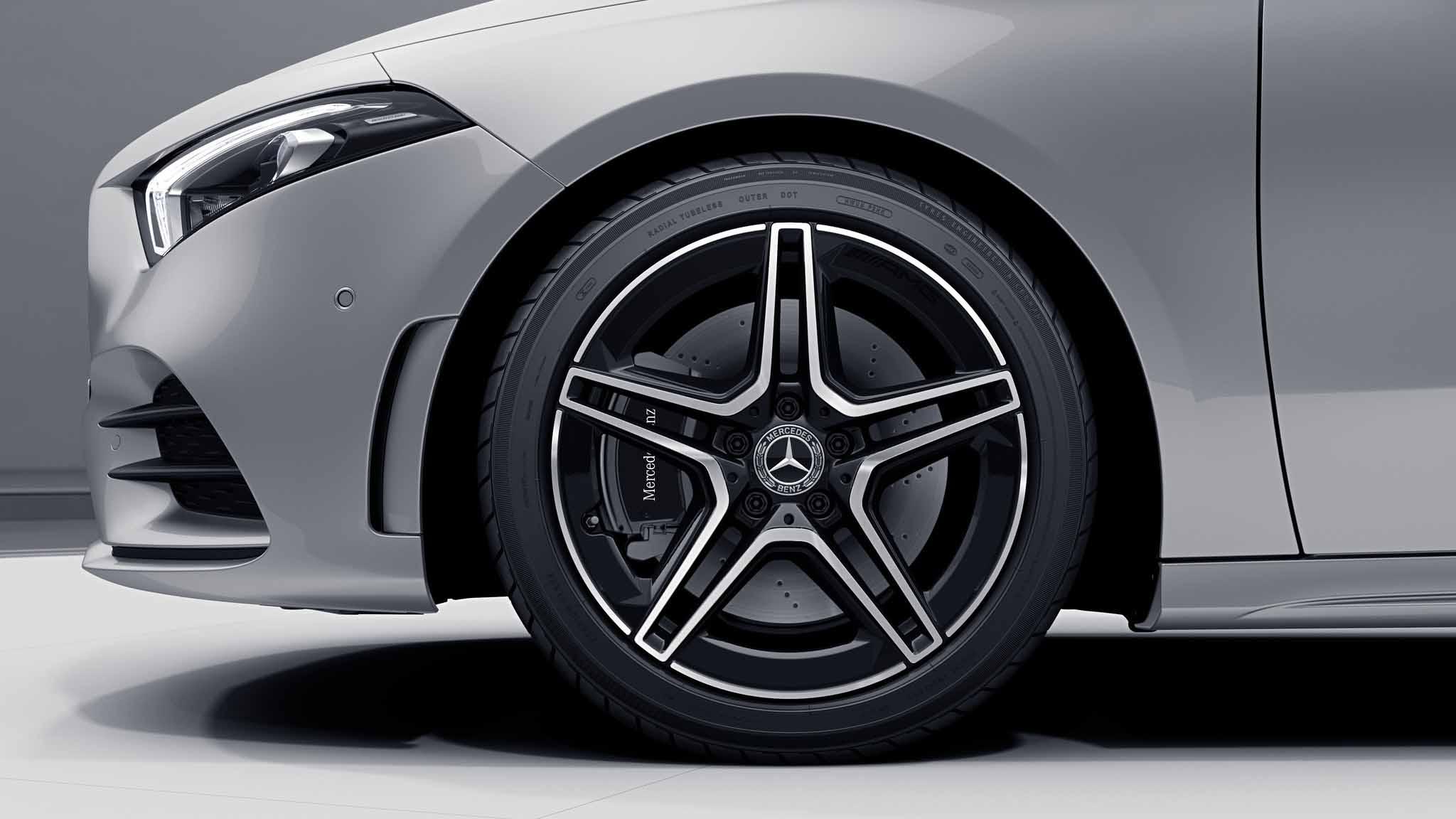 """Jantes AMG 18"""" à 5 doubles branches noires de la Mercedes-Benz Classe A Berline"""