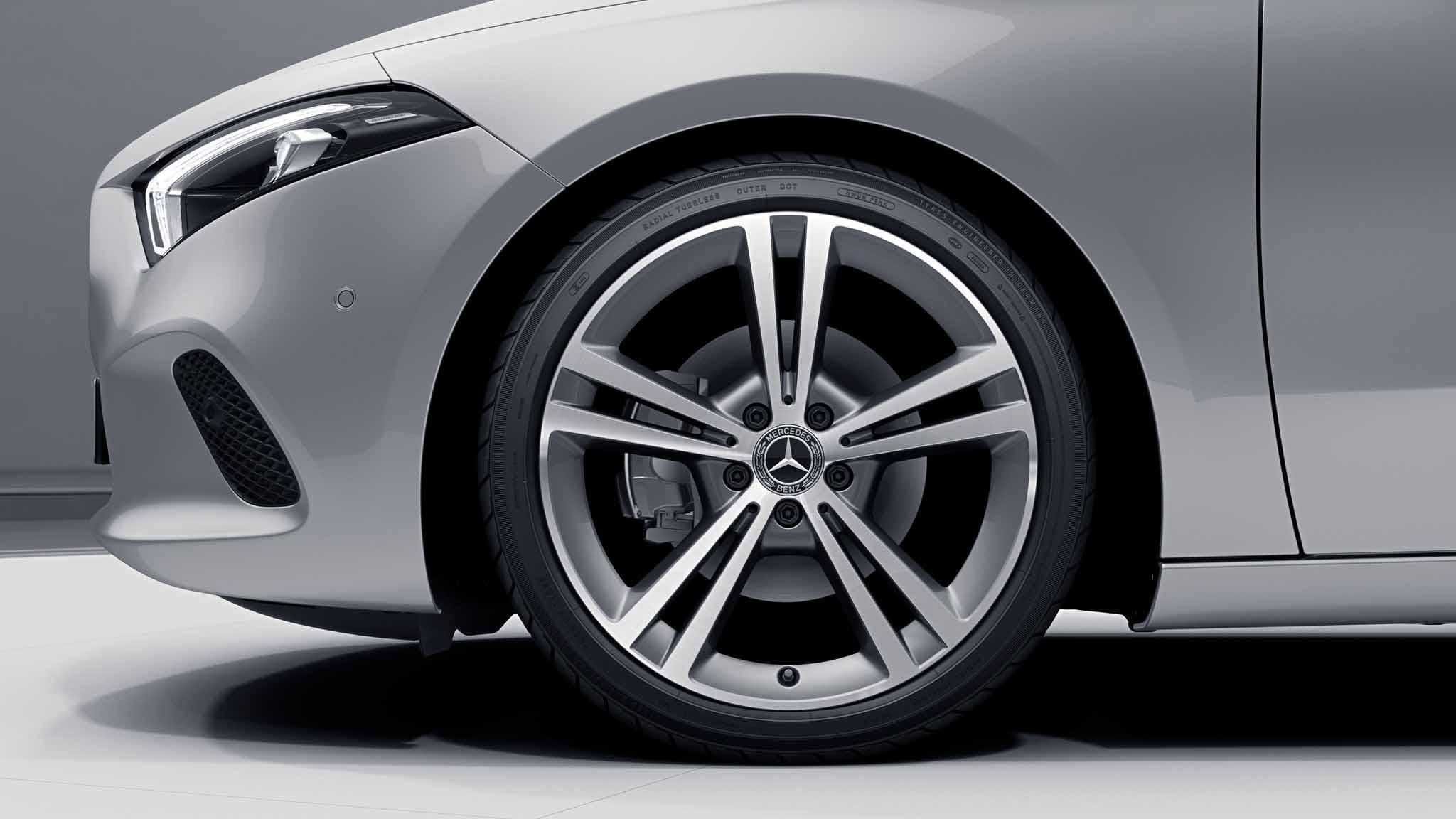 """Jantes AMG 19"""" à 5 doubles branches de la Mercedes-Benz Classe A Berline"""