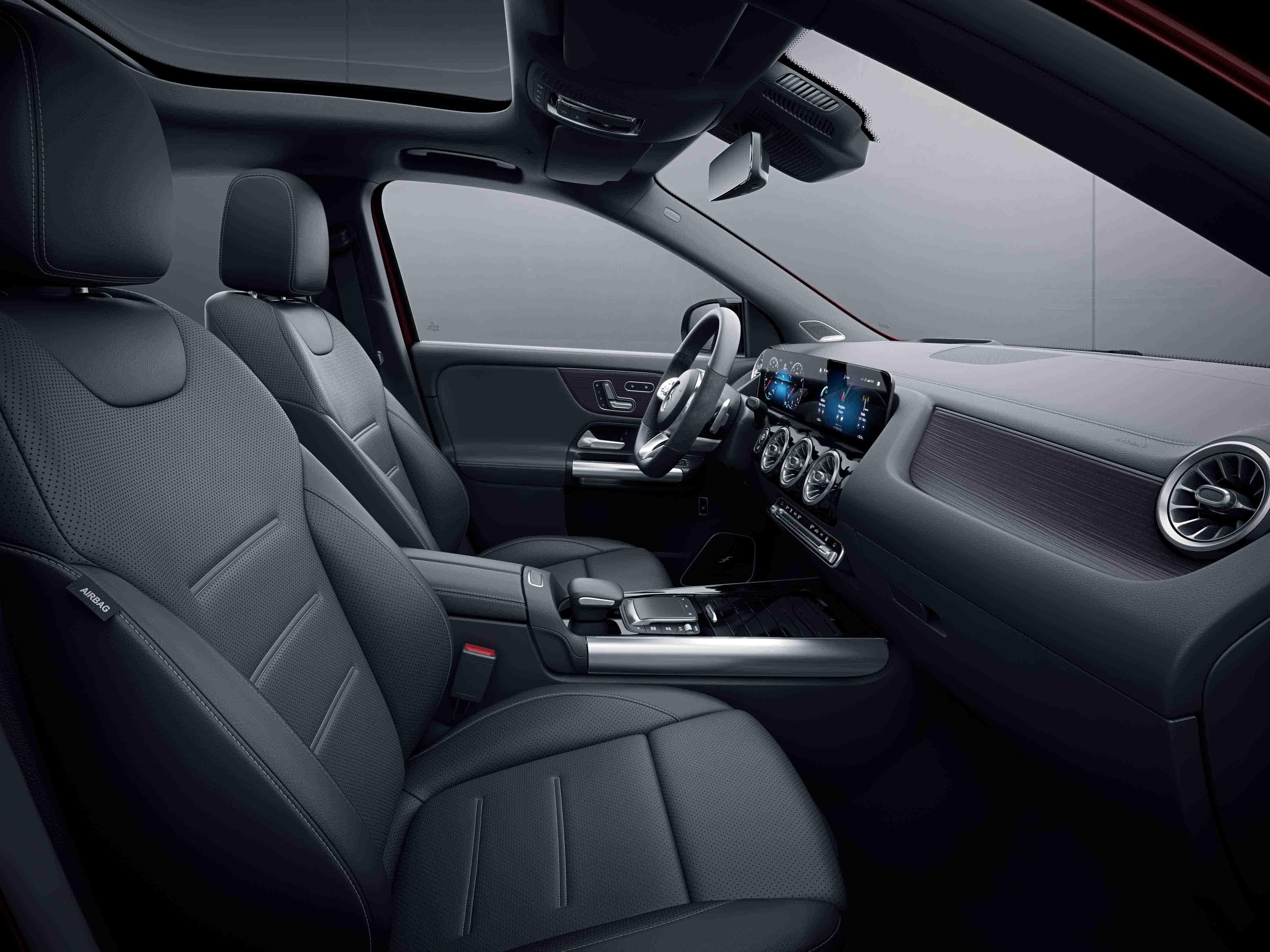 Habitacle de la Mercedes Classe GLA avec une Sellerie cuir bicolore - gris noir