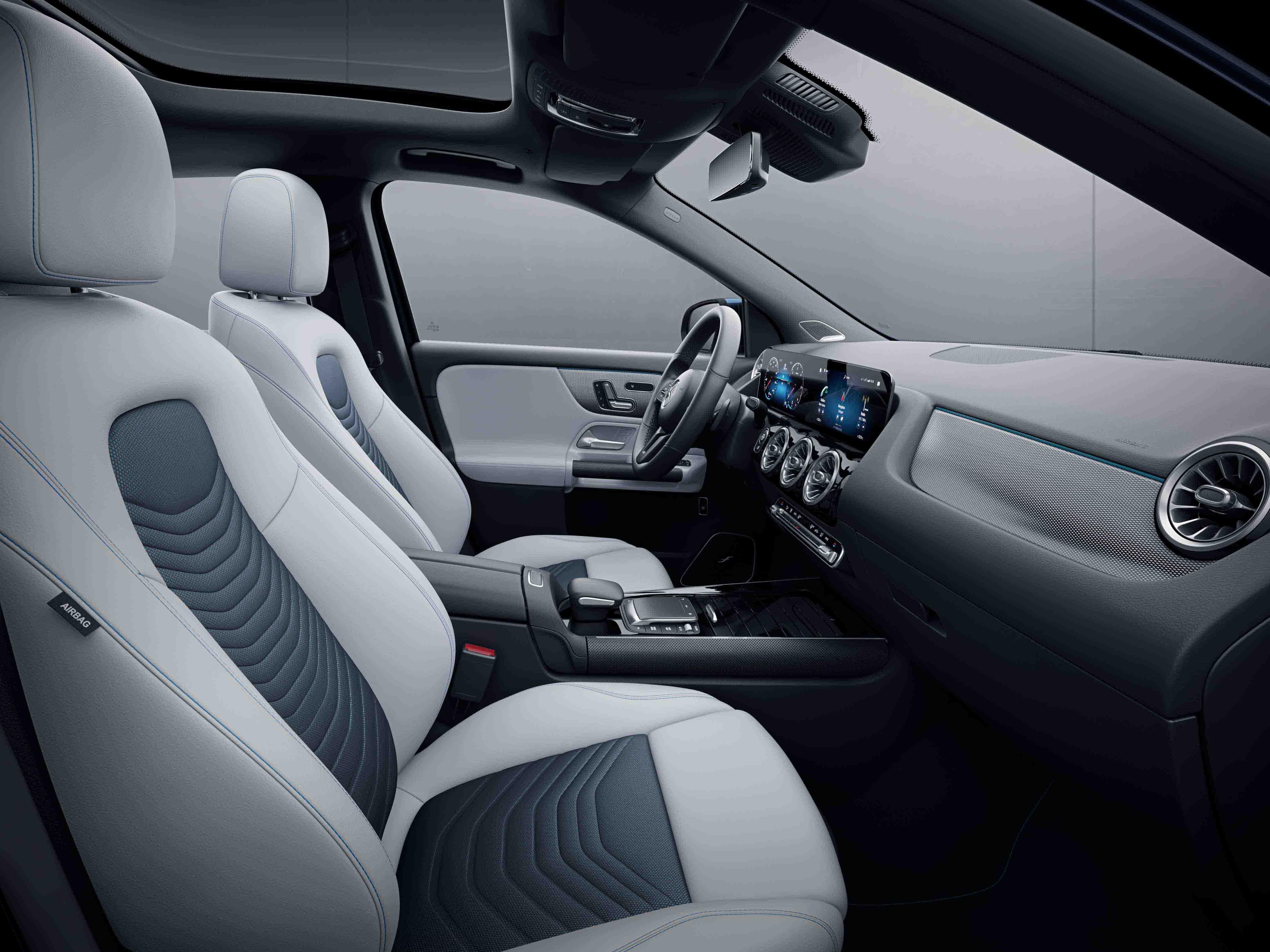 Habitacle de la Mercedes Classe GLA avec une Sellerie Similicuir Tissu - bleu gris