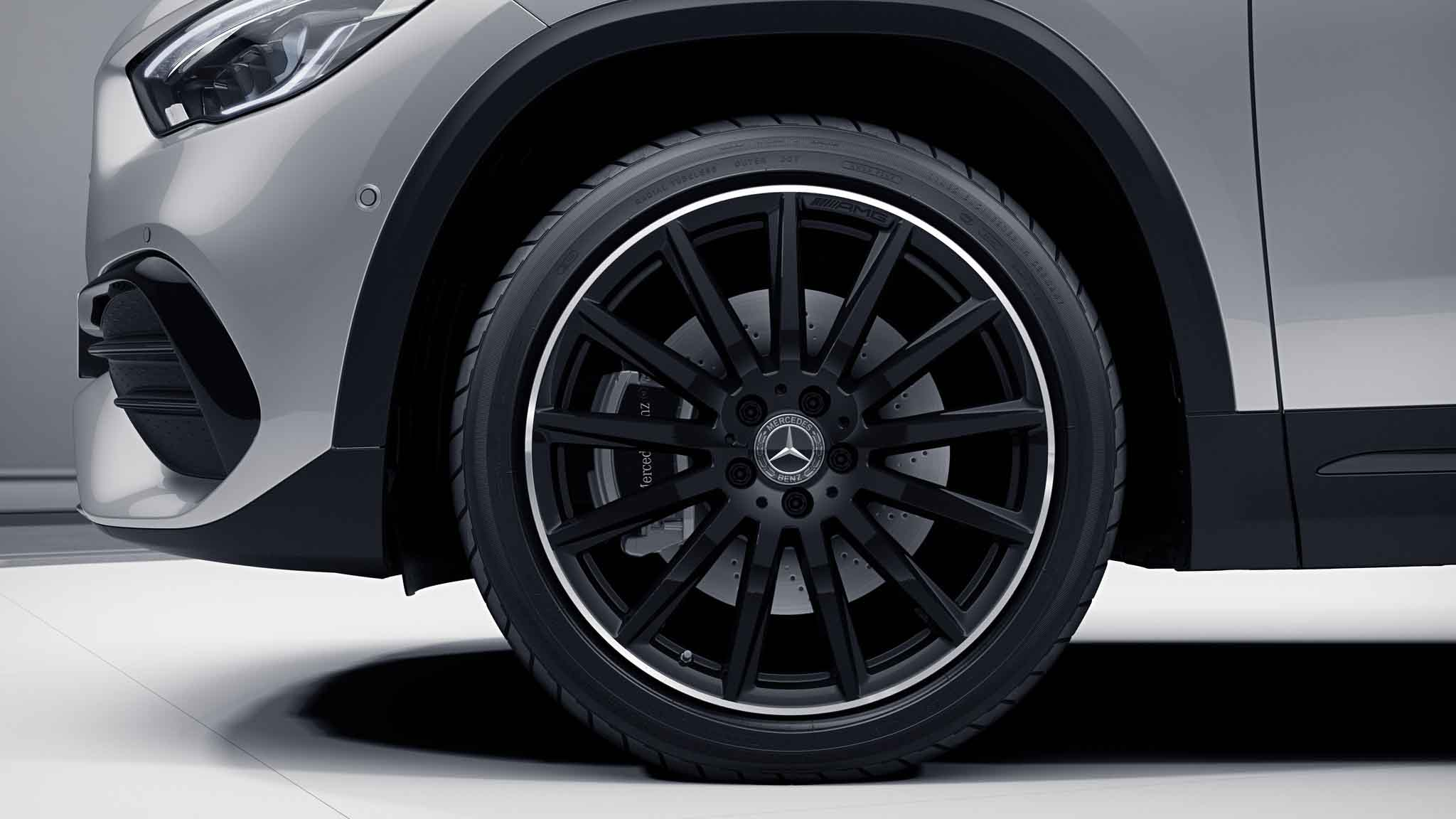 Jantes AMG 20 multibranches noires de la Mercedes-Benz GLA