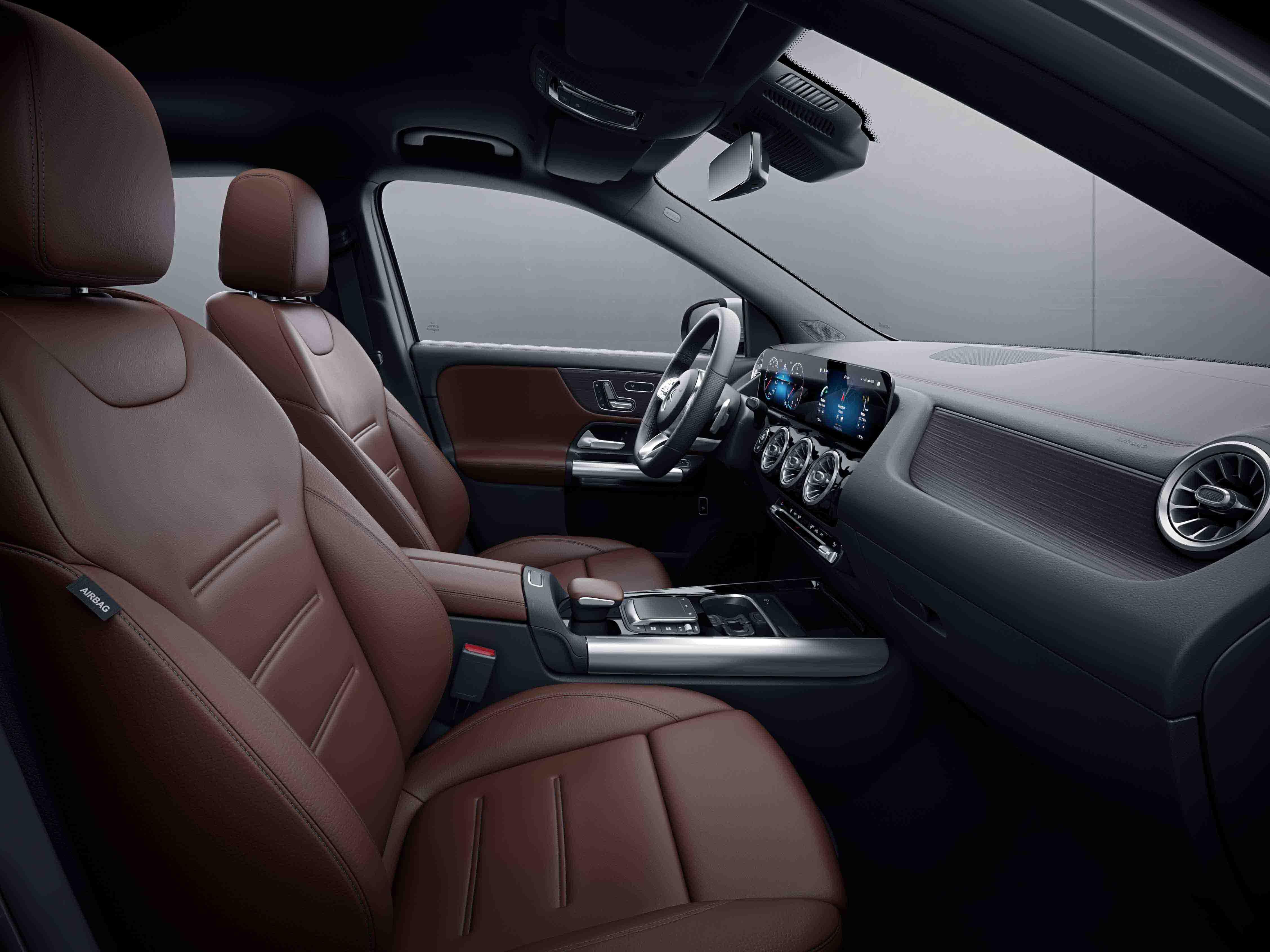 Habitacle de la Mercedes Classe GLA avec une Sellerie Cuir Rough cuir - marron noir