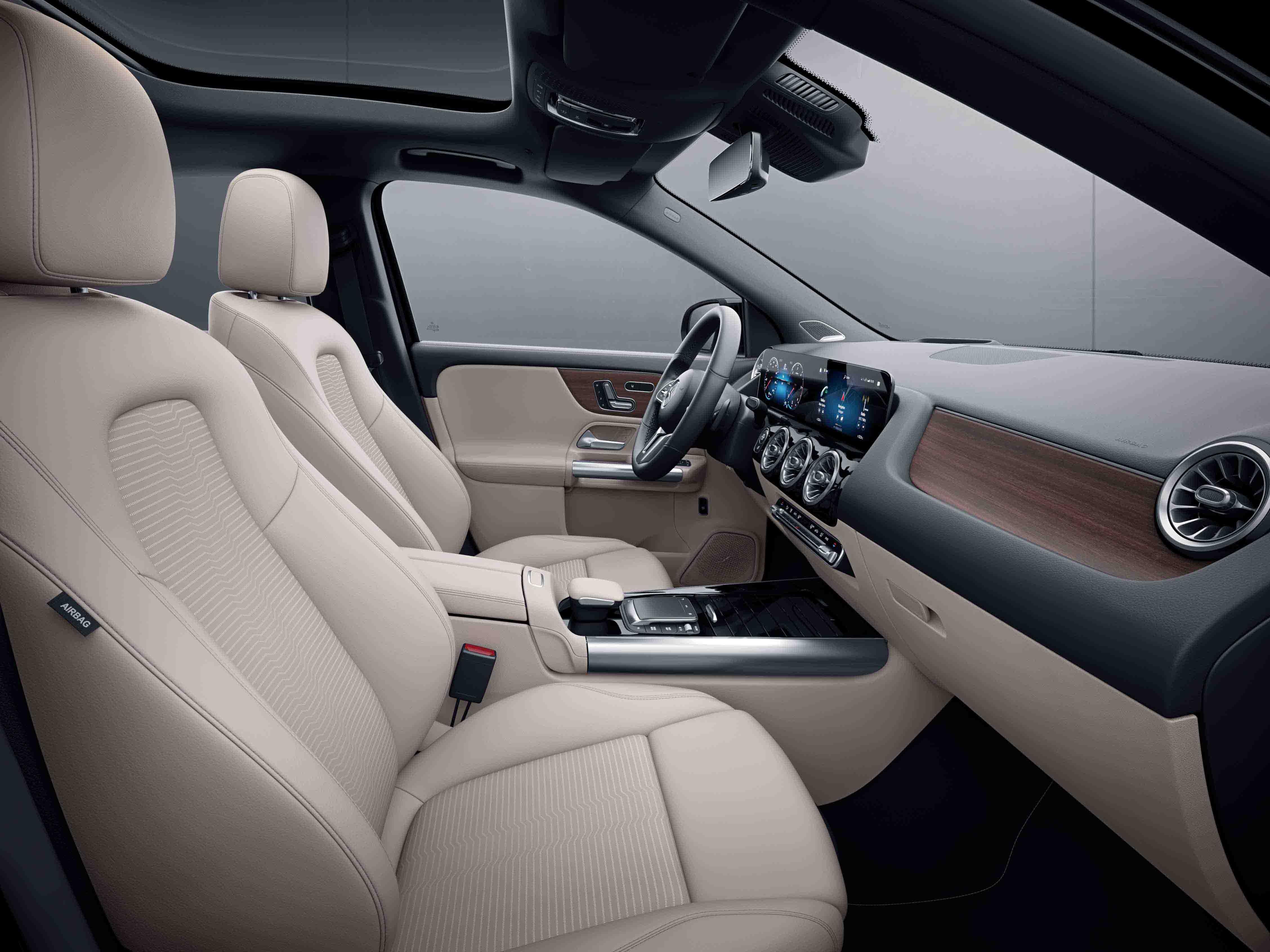 Habitacle de la Mercedes Classe GLA avec une Sellerie Similicuir Tissu - beige Noir