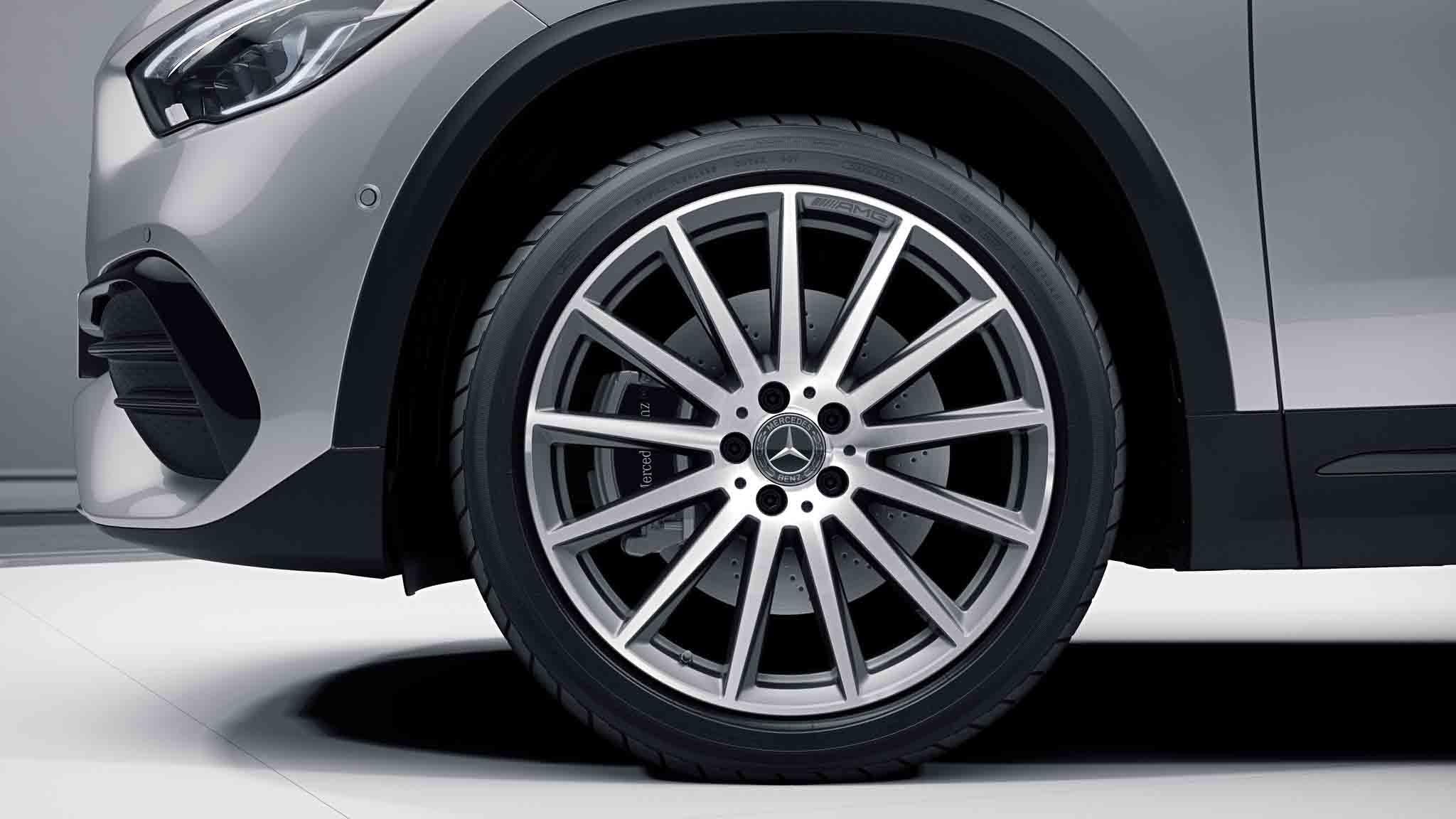 Jantes AMG 20 multibranches de la Mercedes-Benz GLA