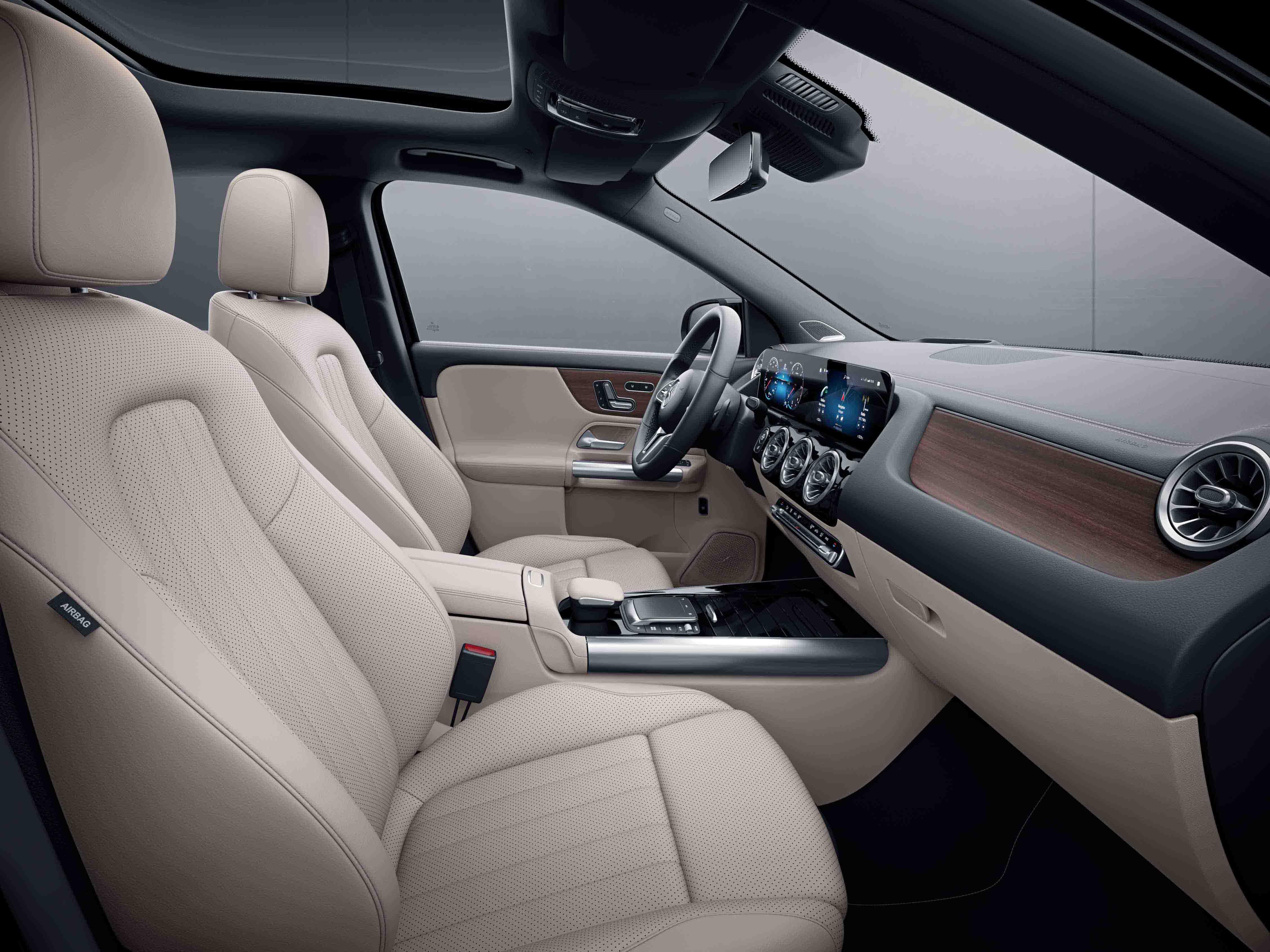Habitacle de la Mercedes Classe GLA avec une Sellerie cuir - beige macchiato noir