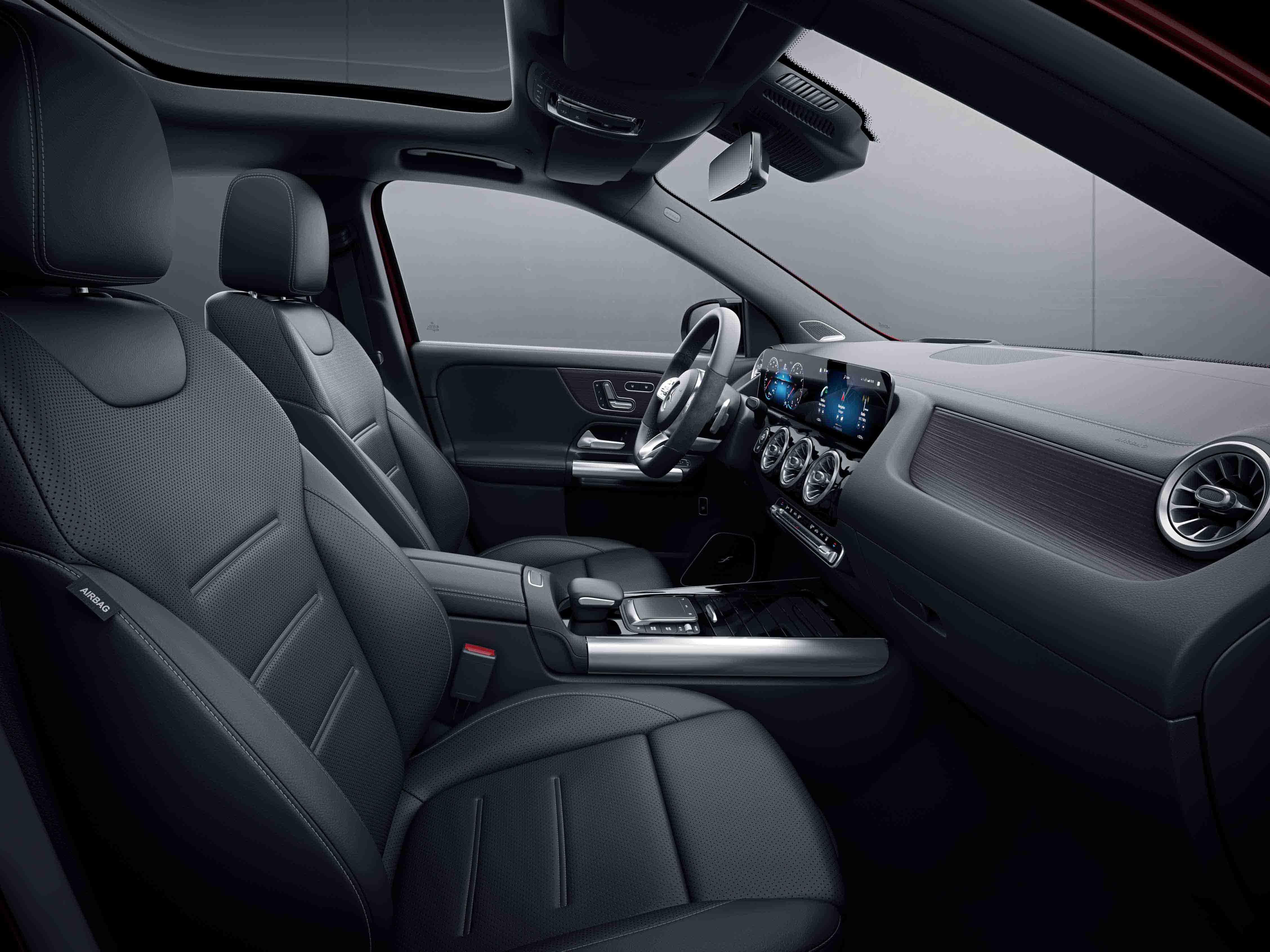 Habitacle de la Mercedes Classe GLA avec une Sellerie cuir - noir