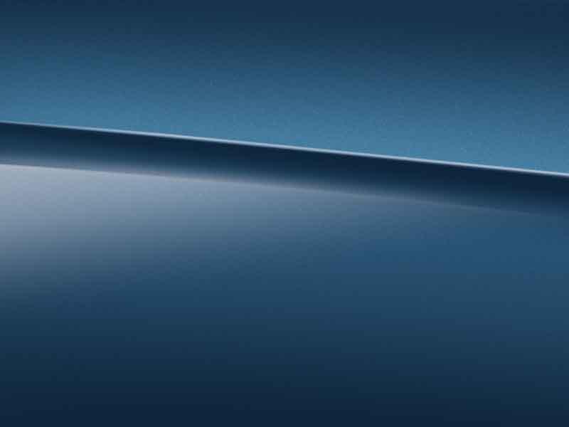 Vue de trois quarts de profil de la Mercedes GLA Limousine avec la peinture Métallisé - bleu denim