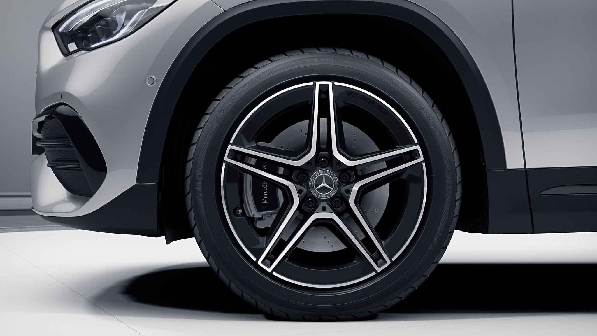 Jantes AMG 19 à doubles branches de la Mercedes-Benz GLA