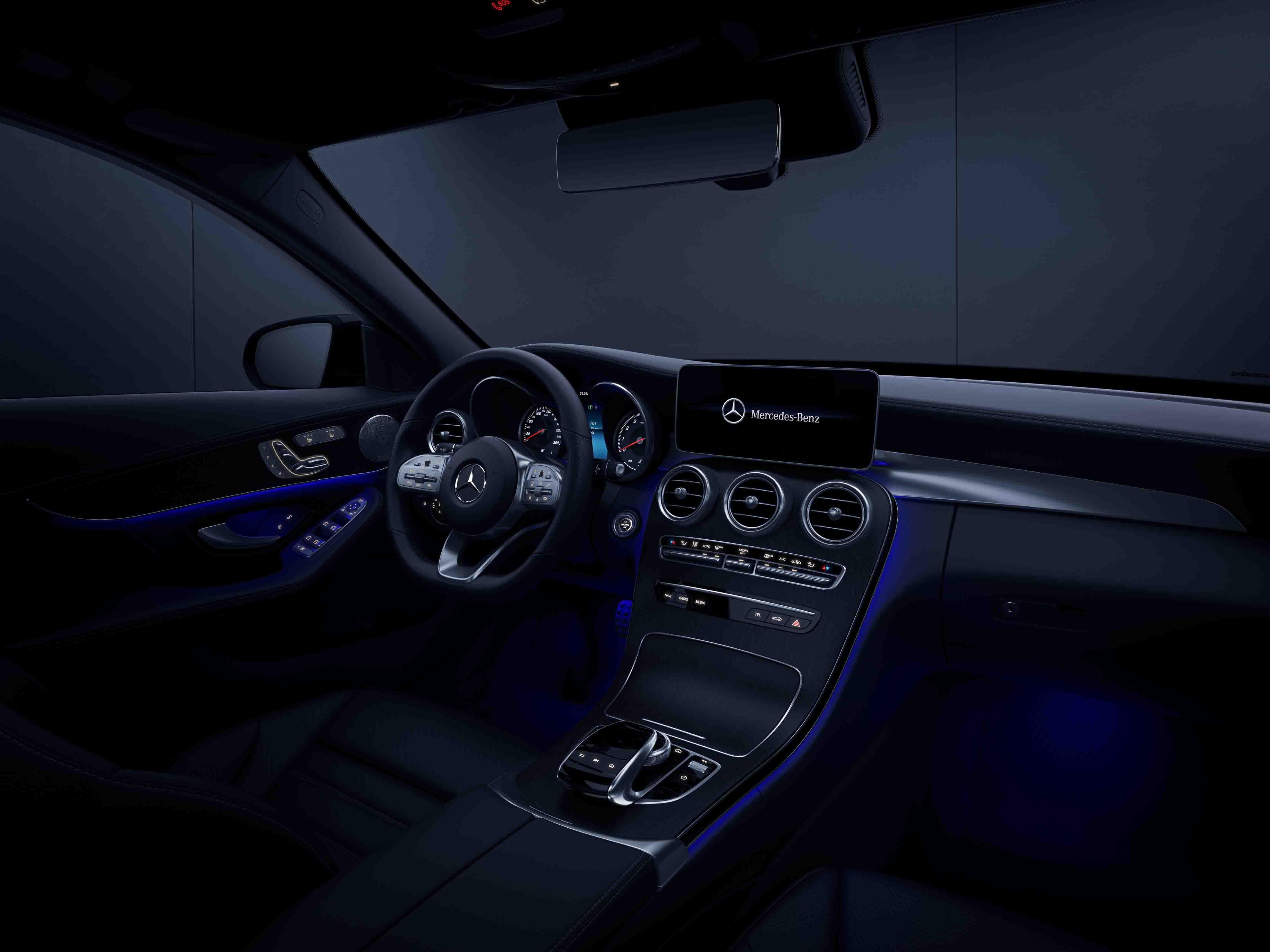 Intérieur en mode nuit de la Mercedes classe C berline, Finition Avantgarde
