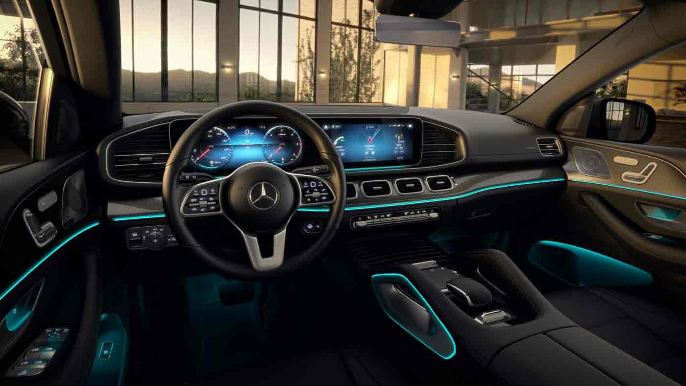 Poste de conduite de la Mercedes GLE Coupé Luxury avec vue sur l'écran tactile et la console centrale