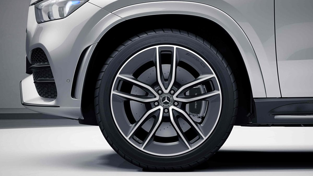 Jantes alliage AMG 21'' multibranches de la Mercedes GLE Coupé
