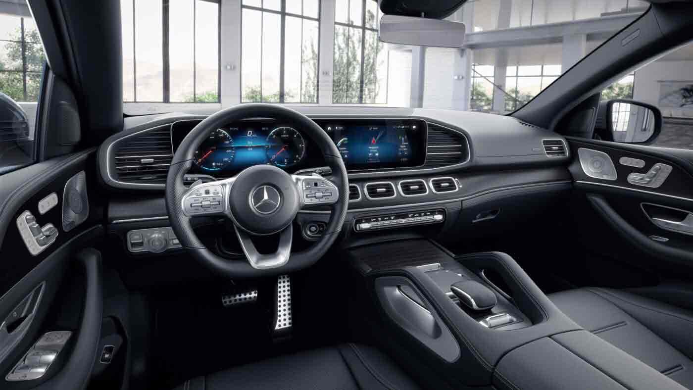 Poste de conduite de la Mercedes GLE Coupé AMG Line avec vue sur l'écran tactile et la console centrale