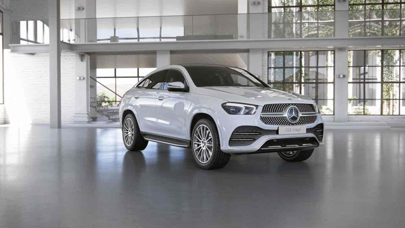 Mercedes Benz GLE Coupé en route - Finition AMG Line - Vue de trois quarts de profil en mouvement dans un désert