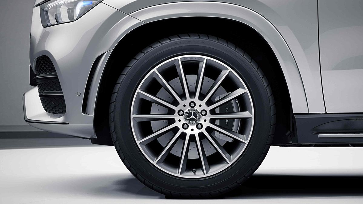 Jantes alliage AMG 21'' multibranches noires de la Mercedes GLE Coupé