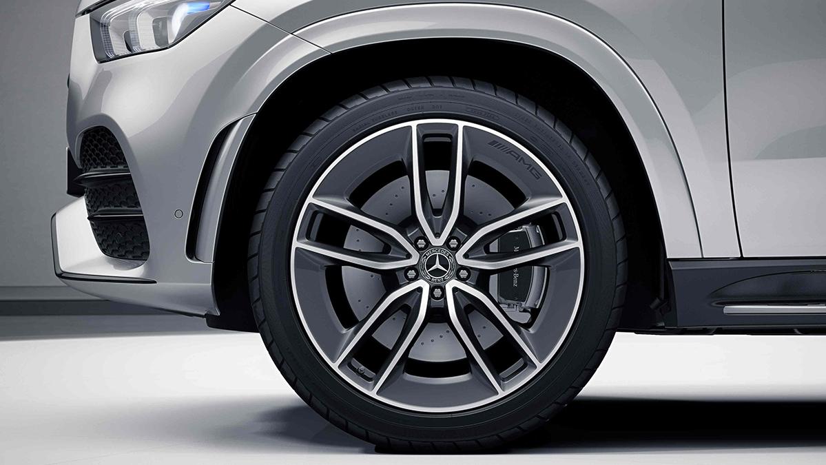 Jantes alliage AMG 22'' à 5 doubles branches de la Mercedes GLE Coupé