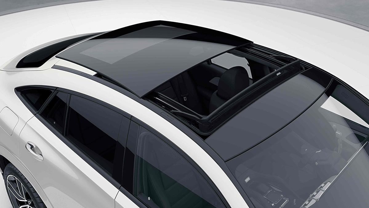 Toit panoramique ouvrant de la Mercedes GLE Coupé Blanche Finition Luxury