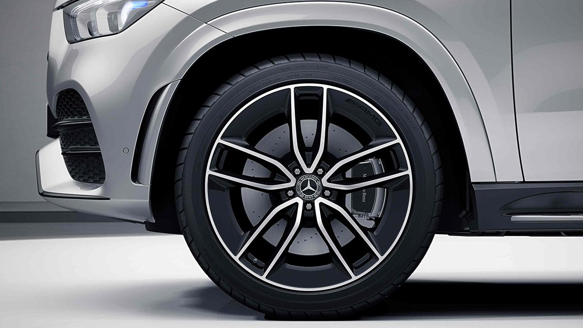 Jantes alliage AMG 22'' à 5 doubles branches noires de la Mercedes GLE Coupé