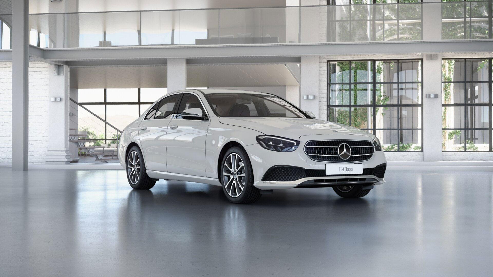 Vue en avant de l'extérieur de la Mercedes Classe E Berline Finition Avantgarde