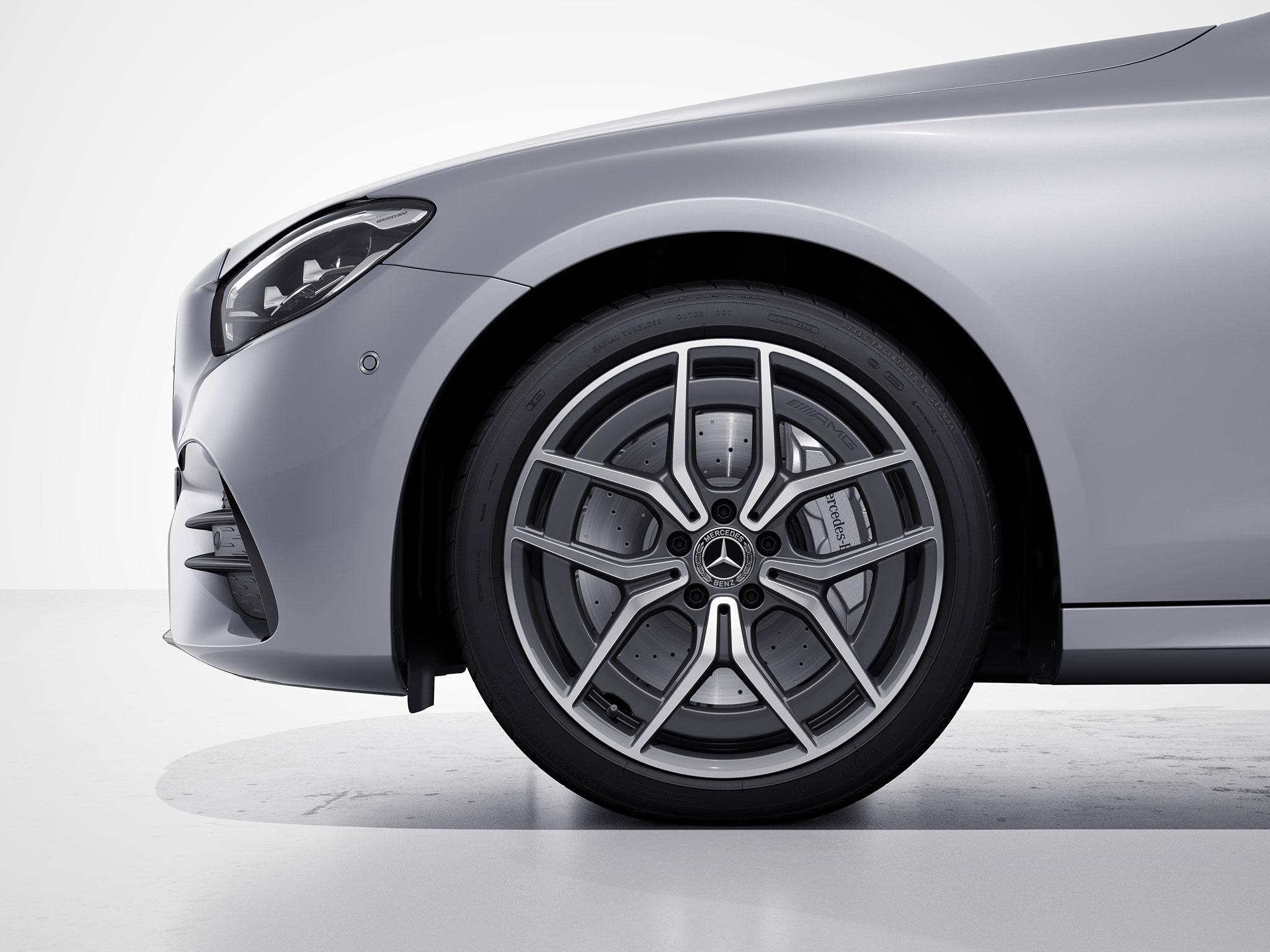 Arrière de la Mercedes Classe E Finition AMG Line - couleur gris