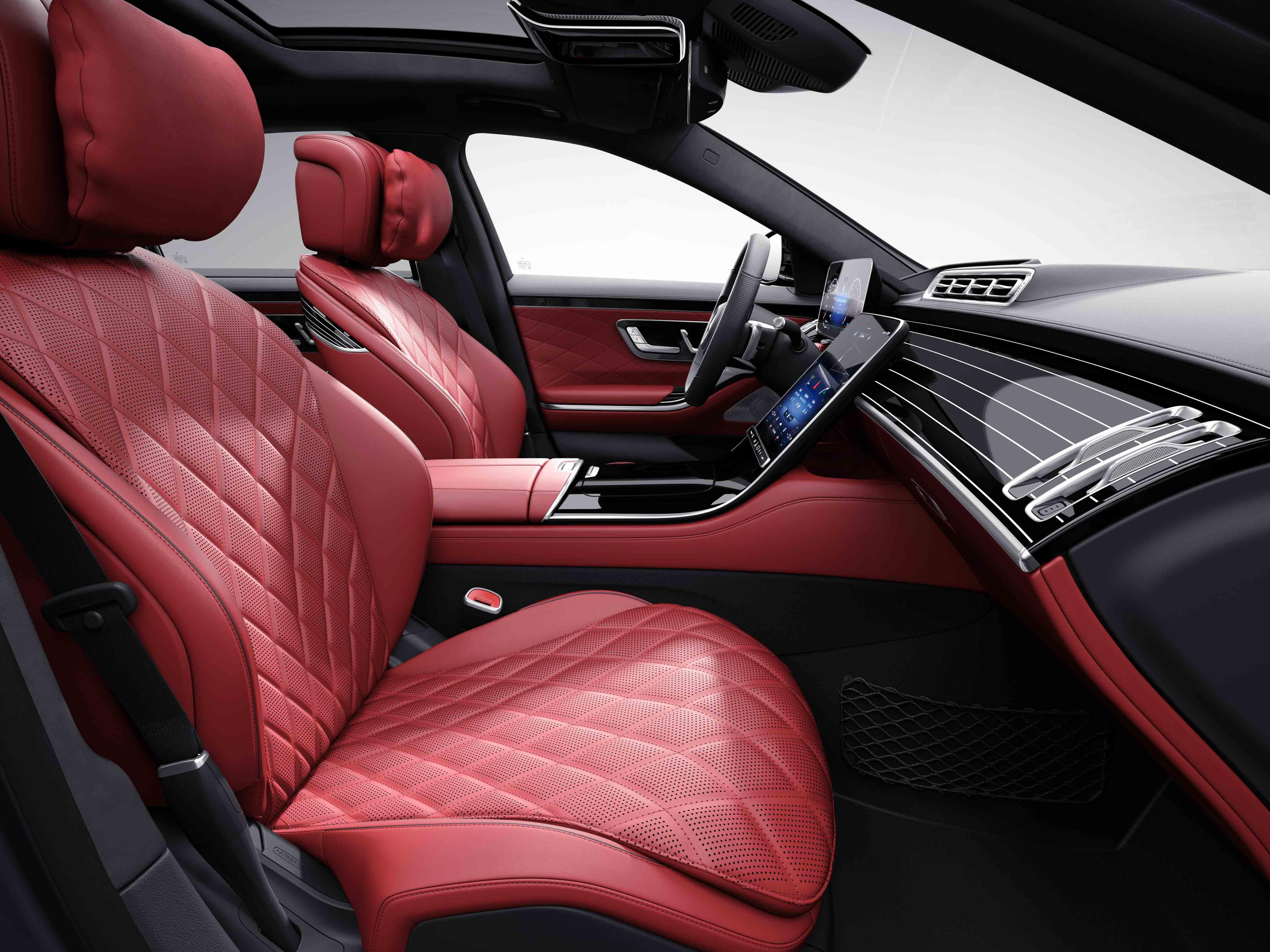 Habitacle de la Mercedes Classe S Limousine avec une sellerie cuir nappa AMG line plus - marron noix noir