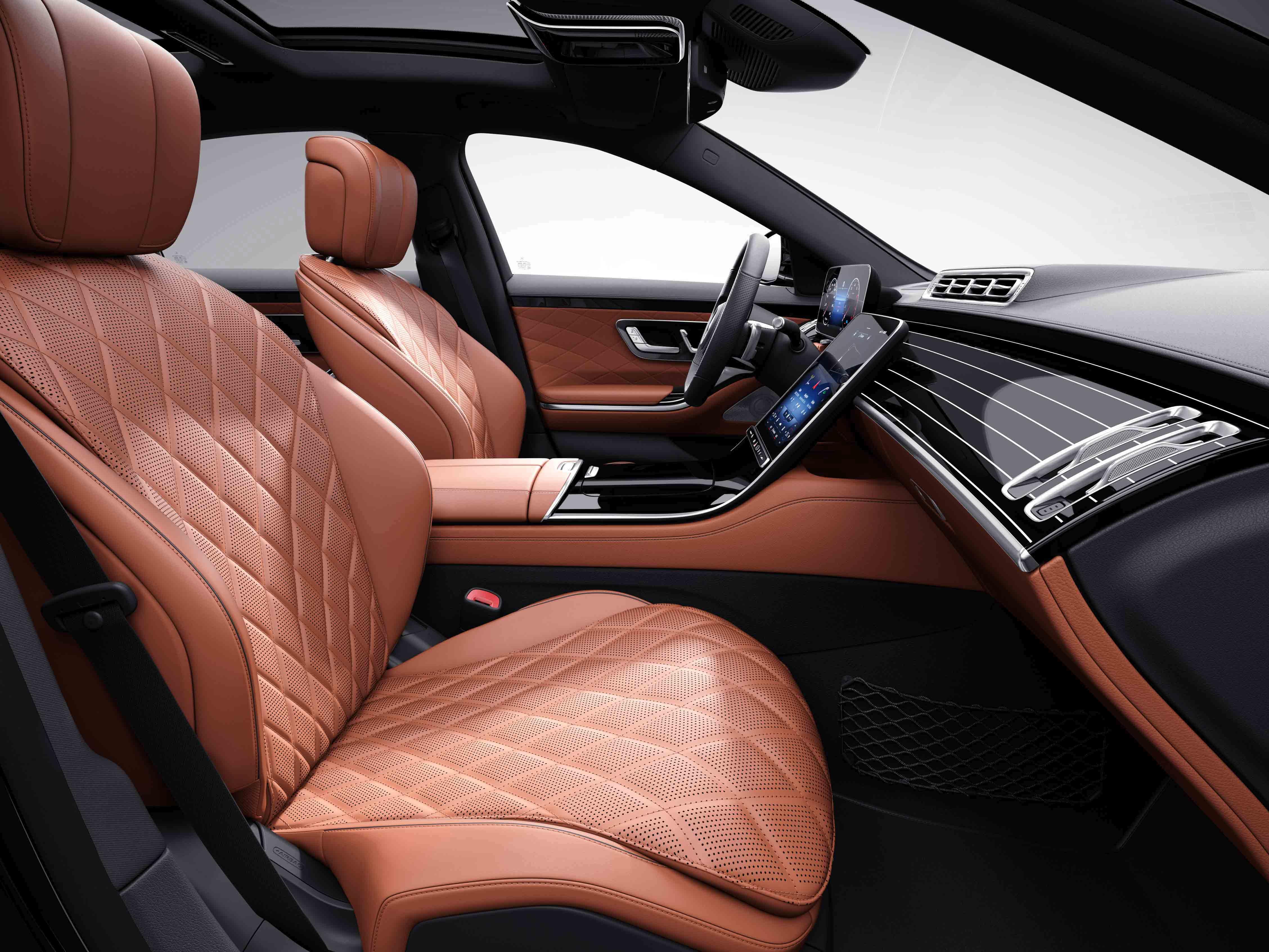 Habitacle de la Mercedes Classe S Limousine avec une sellerie cuir nappa - beige soie marron expresso