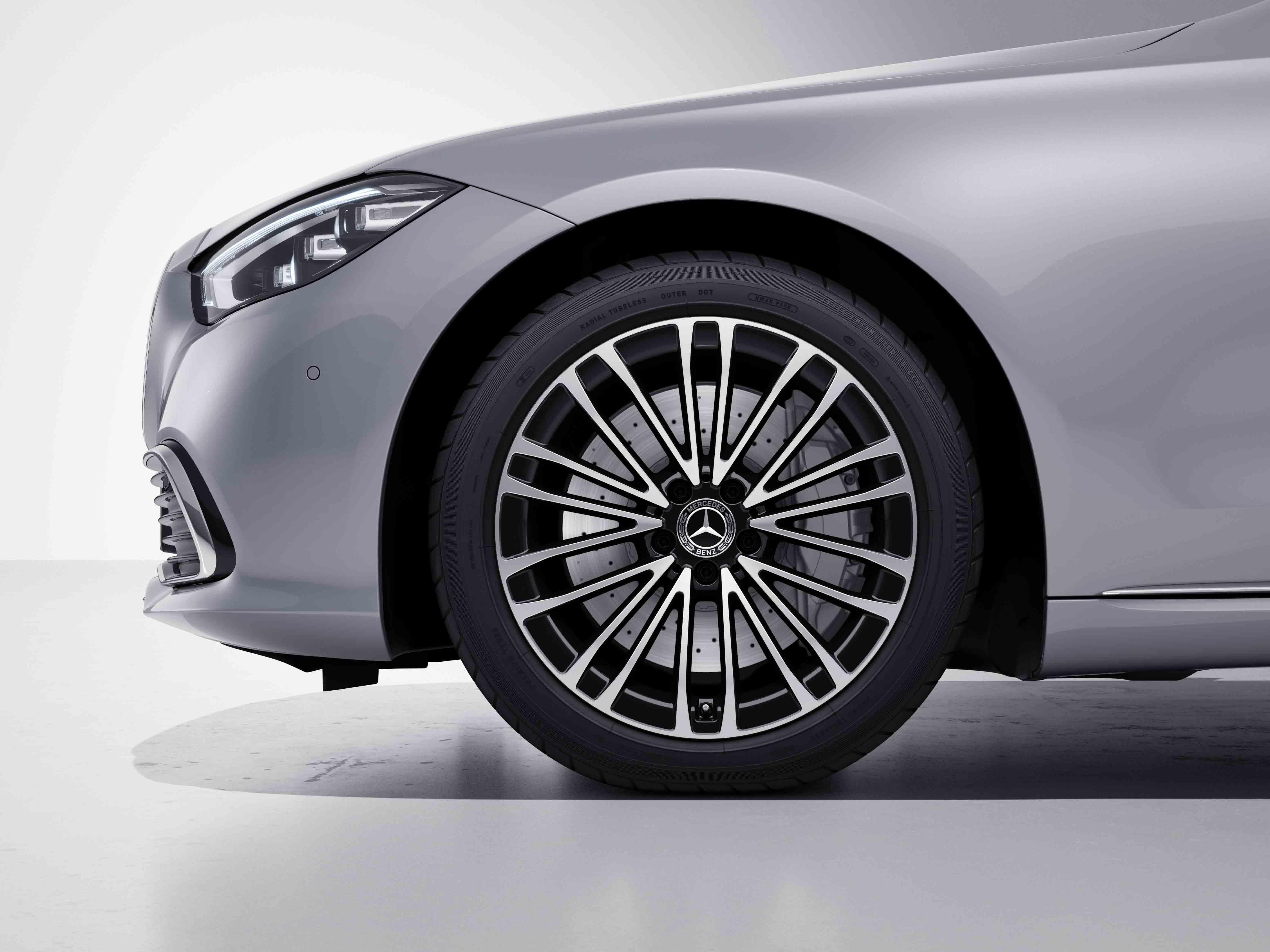 Jantes AMG 19 multibranches de la Mercedes-Benz Classe S Limousine