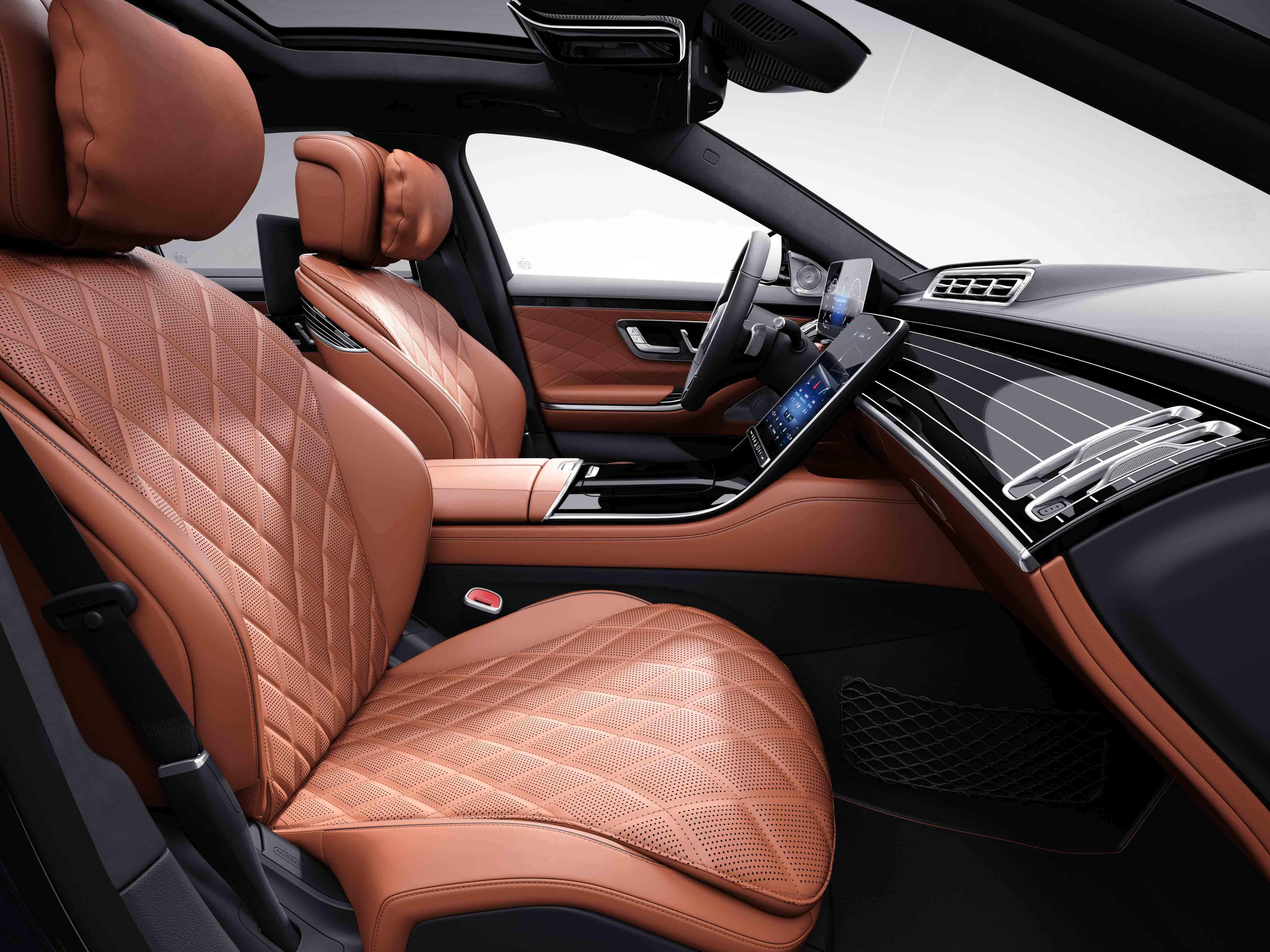 Habitacle de la Mercedes Classe S Limousine avec une sellerie cuir nappa - gris magma marron expresso