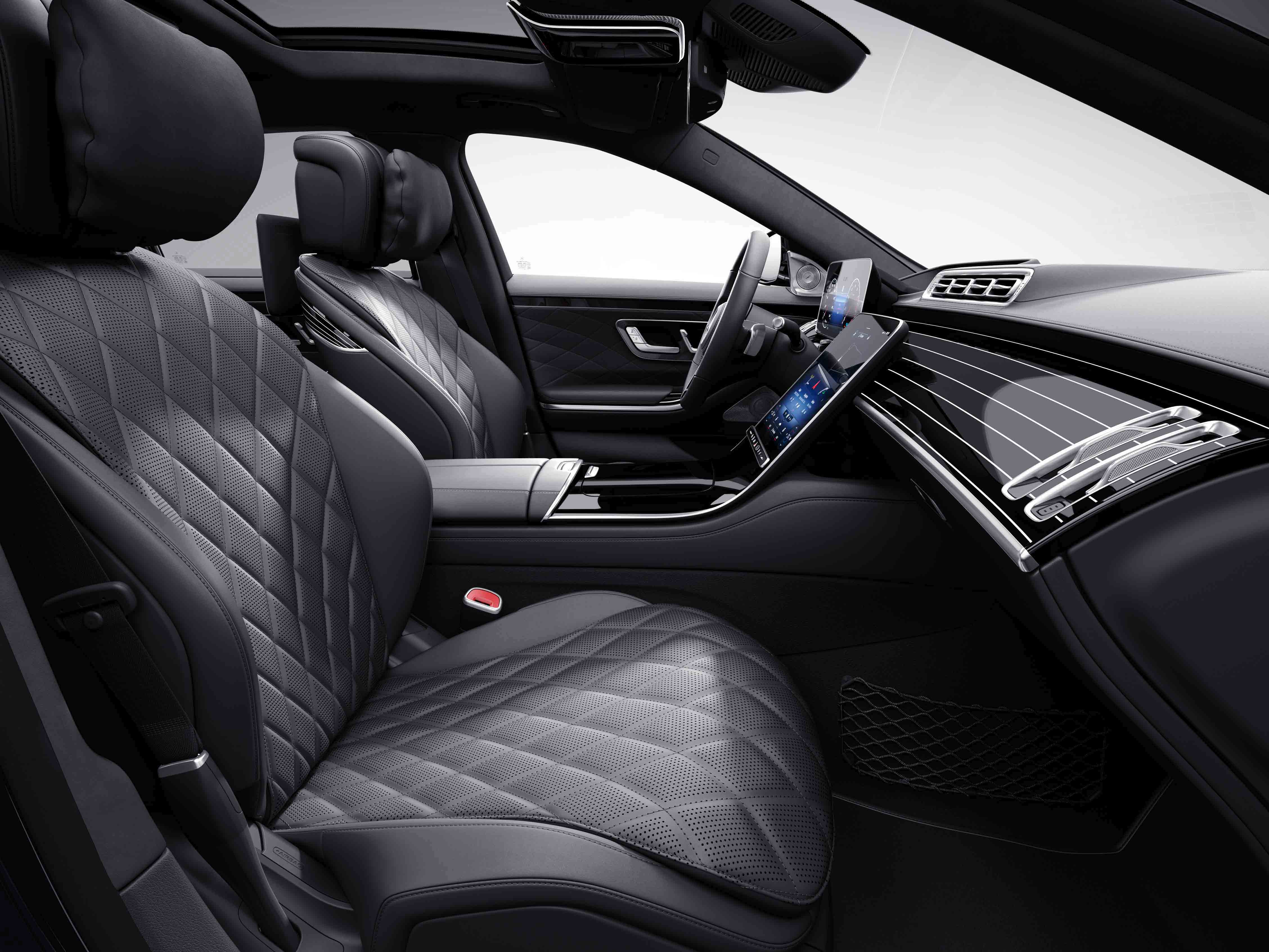 Habitacle de la Mercedes Classe S Limousine avec une sellerie cuir nappa - porcelaine noir