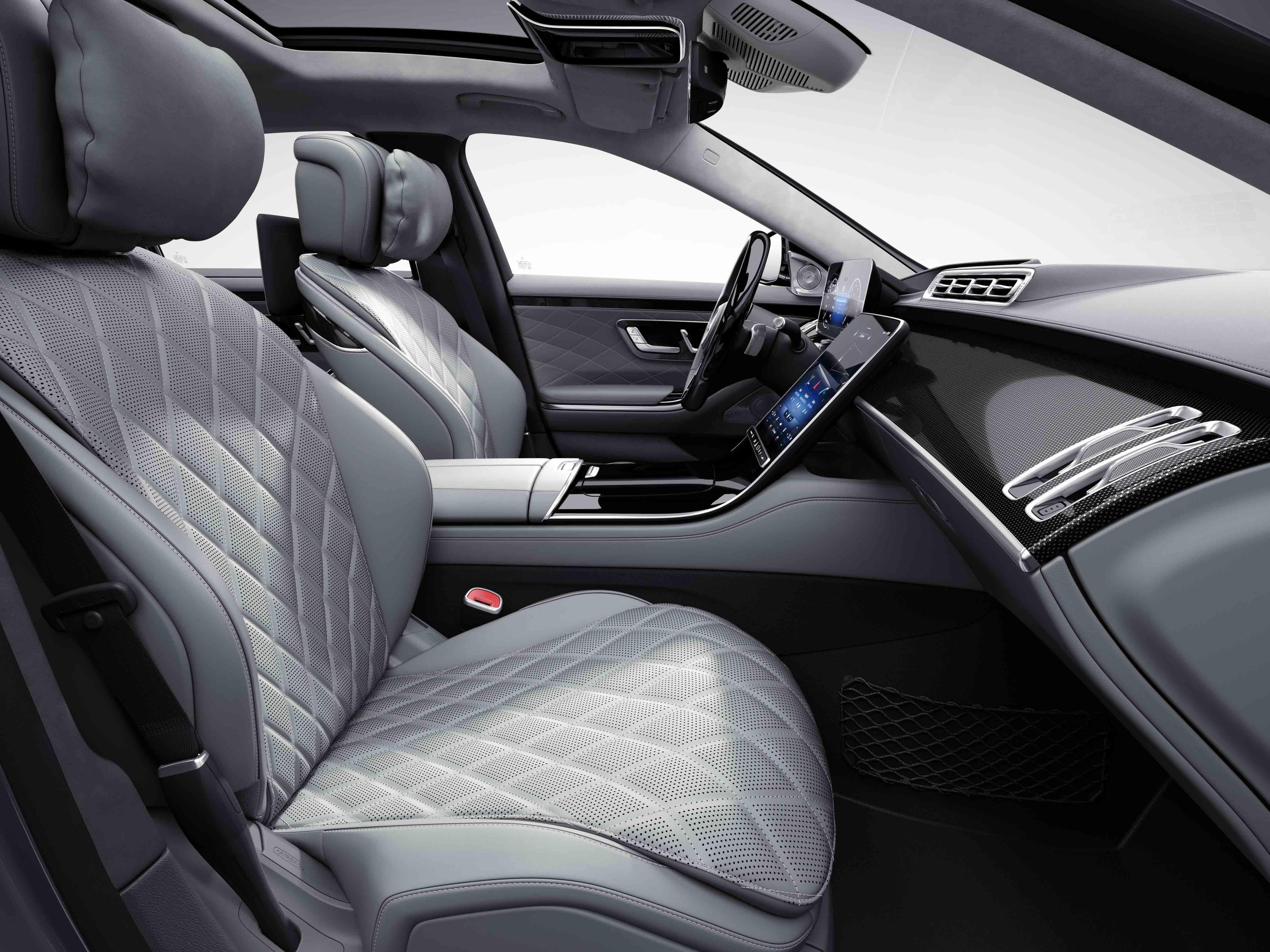 Habitacle de la Mercedes Classe S Limousine avec une sellerie cuir nappa AMG line plus - porcelaine noir