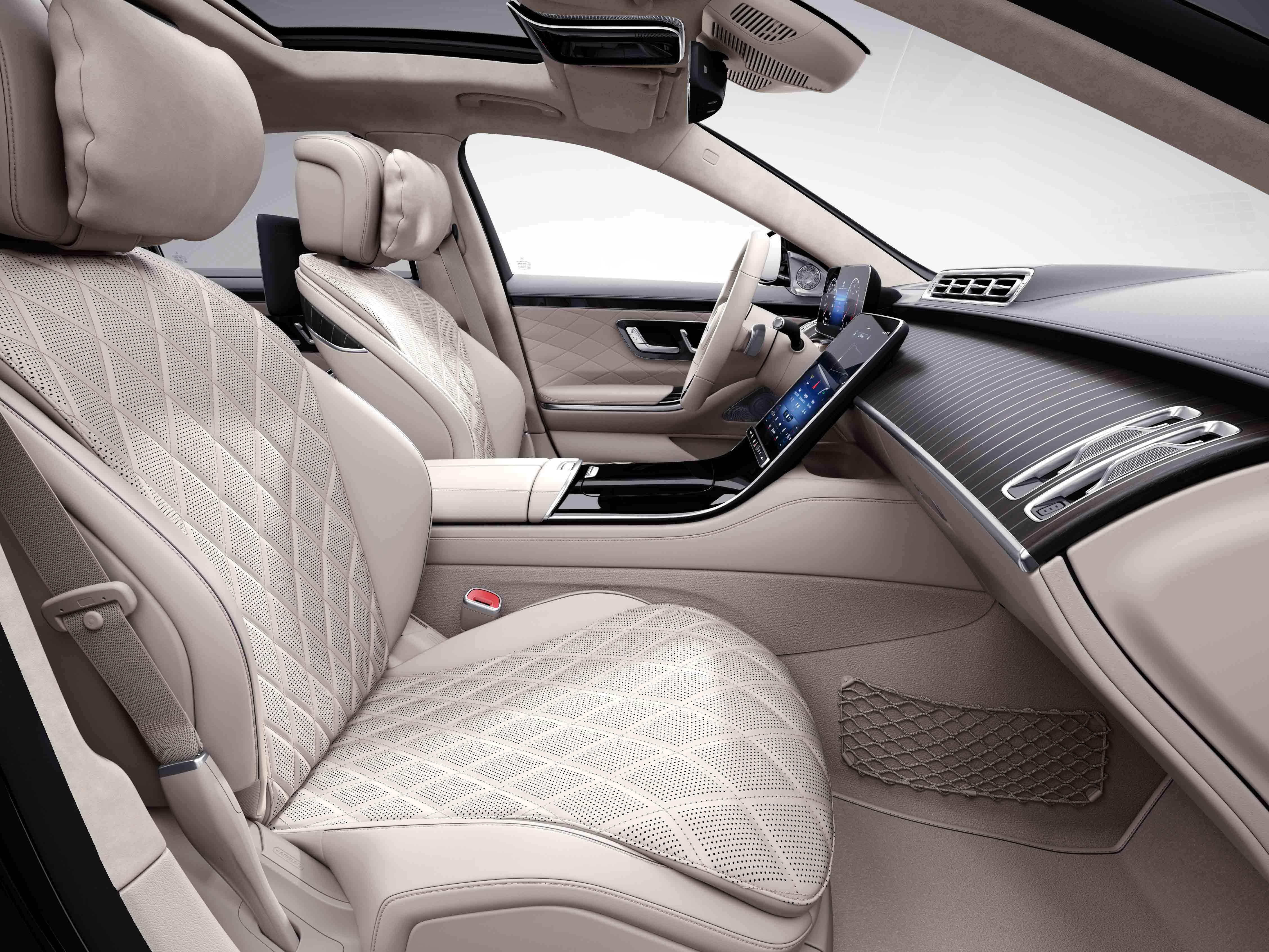 Habitacle de la Mercedes Classe S Limousine avec une sellerie cuir nappa AMG line plus - beige soie marron expresso