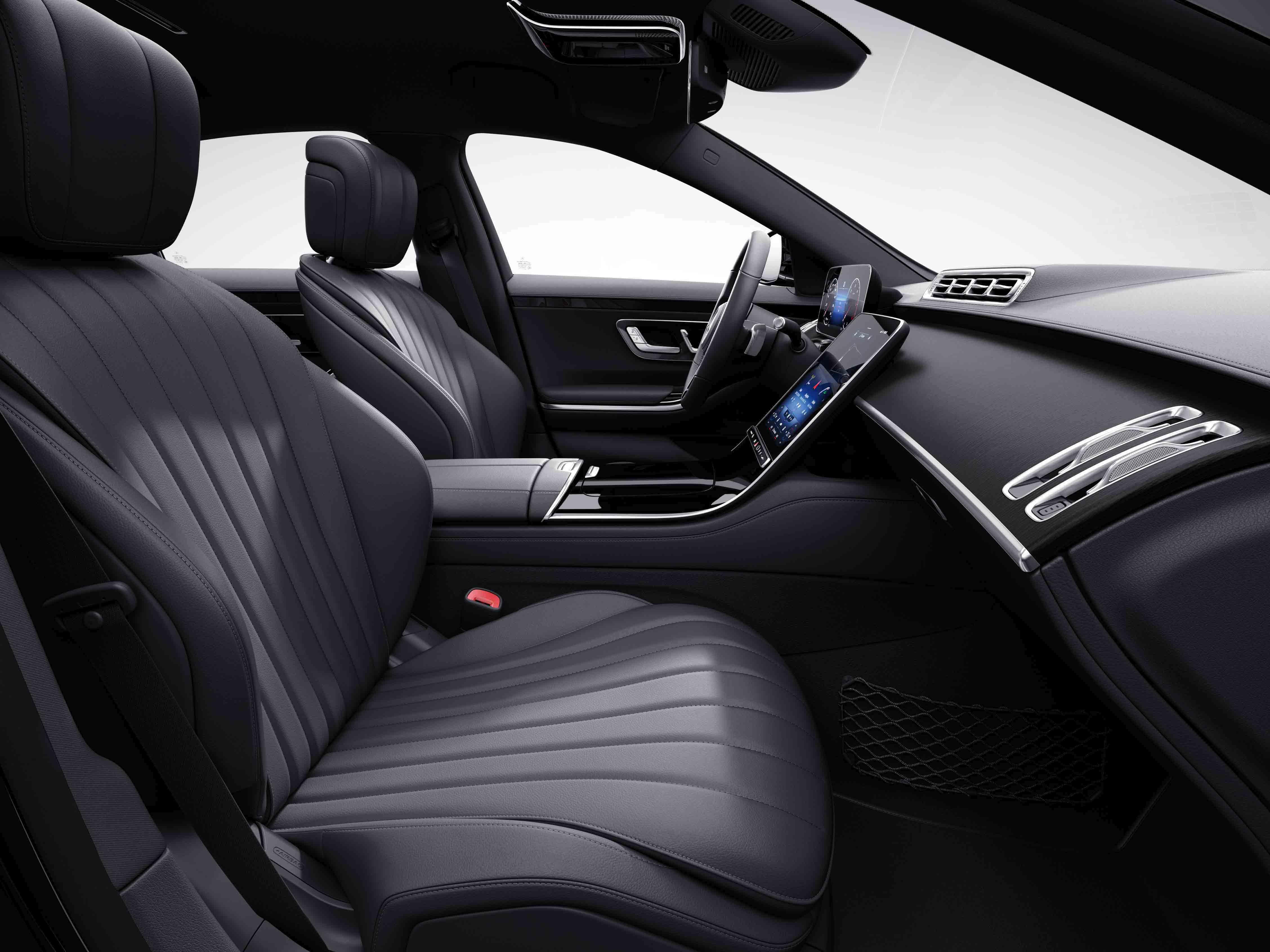 Habitacle de la Mercedes Classe S Limousine avec une sellerie cuir nappa - marron noix noir