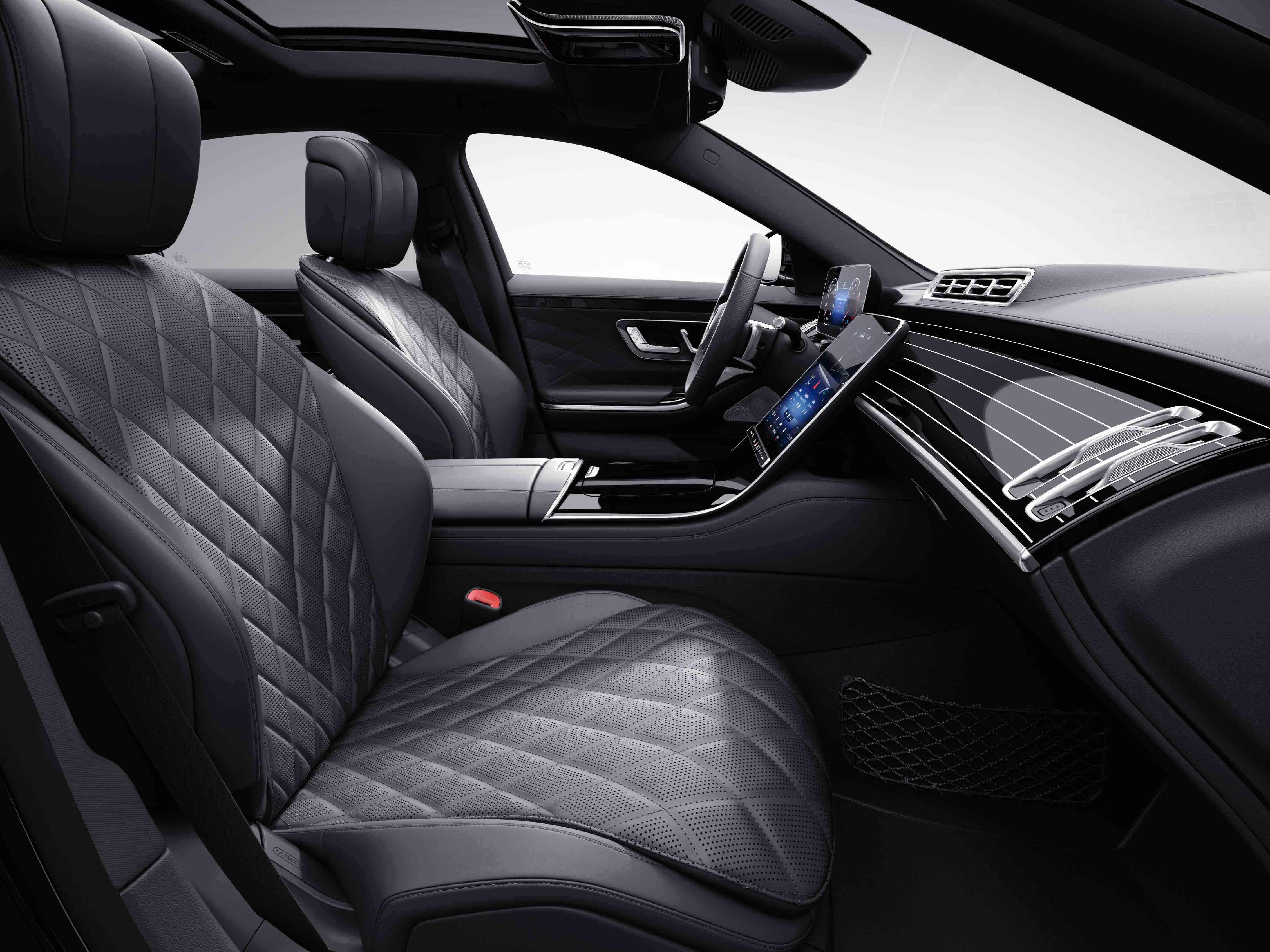 Habitacle de la Mercedes Classe S Limousine avec une sellerie cuir Nappa noir