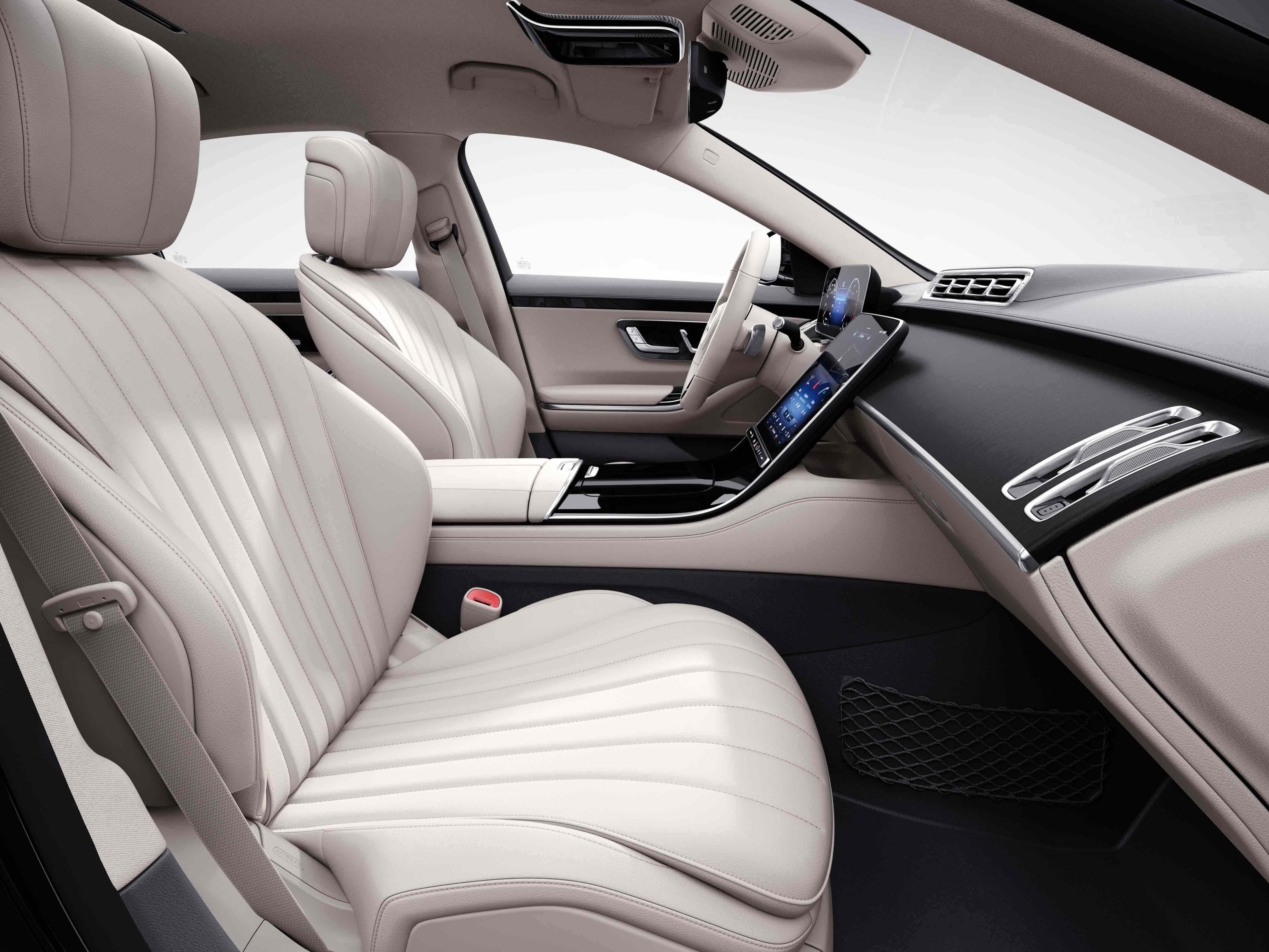 Habitacle de la Mercedes Classe S Limousine avec une Sellerie cuir marron noix noir