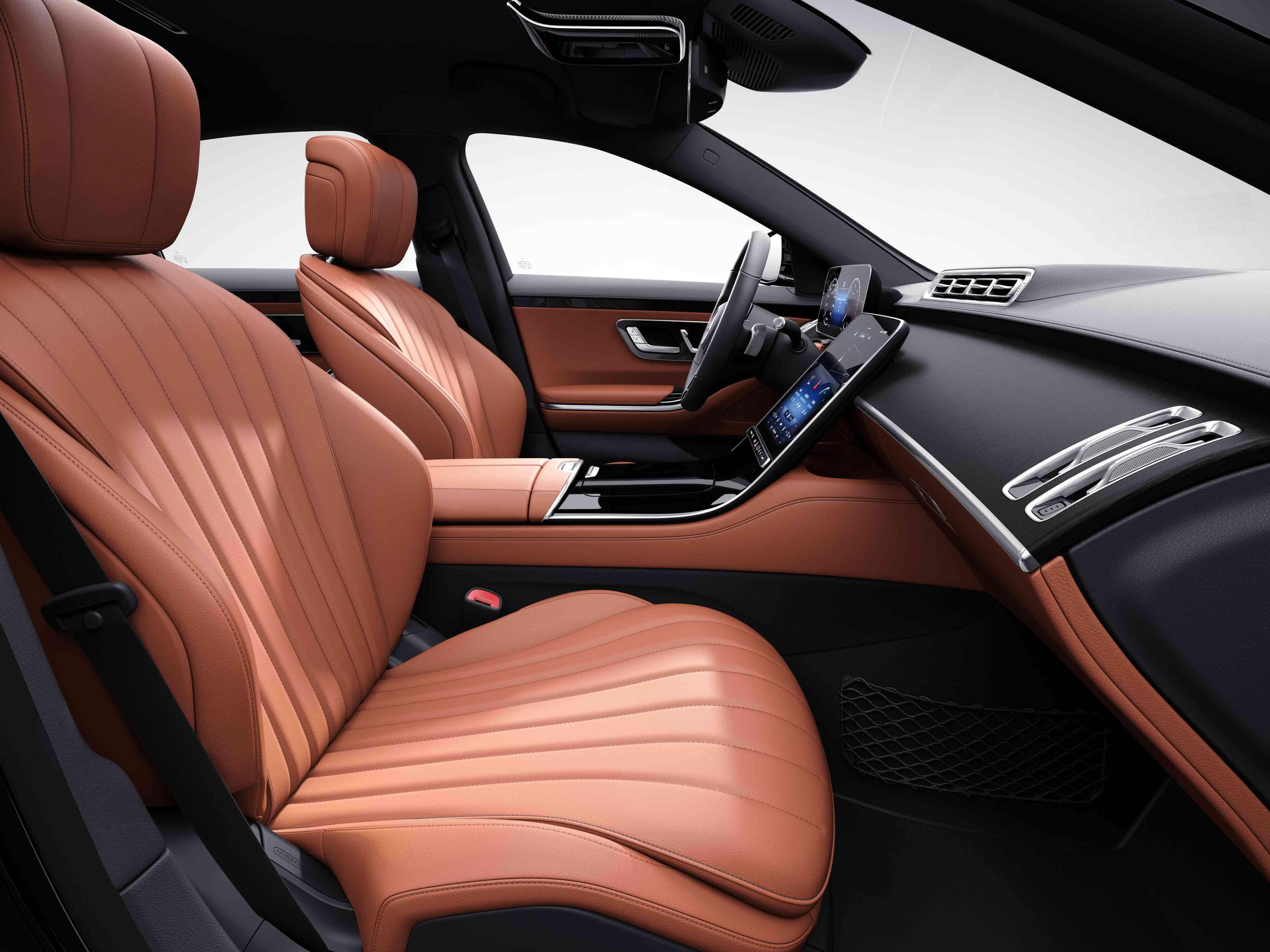 Habitacle de la Mercedes Classe S Limousine avec une Sellerie cuir beige soie marron expresso