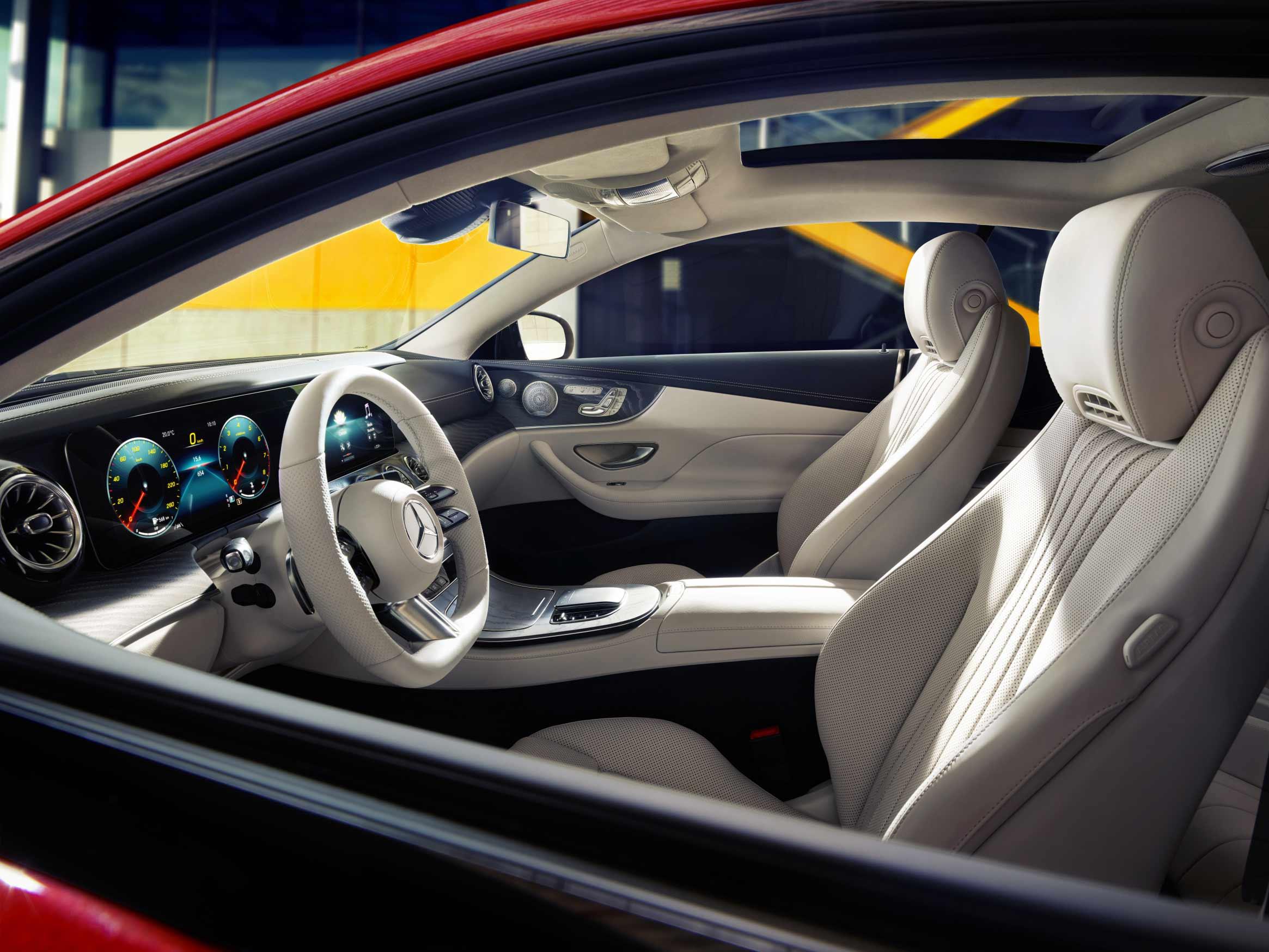 Intérieur et extérieur de la Mercedes Classe E Coupé
