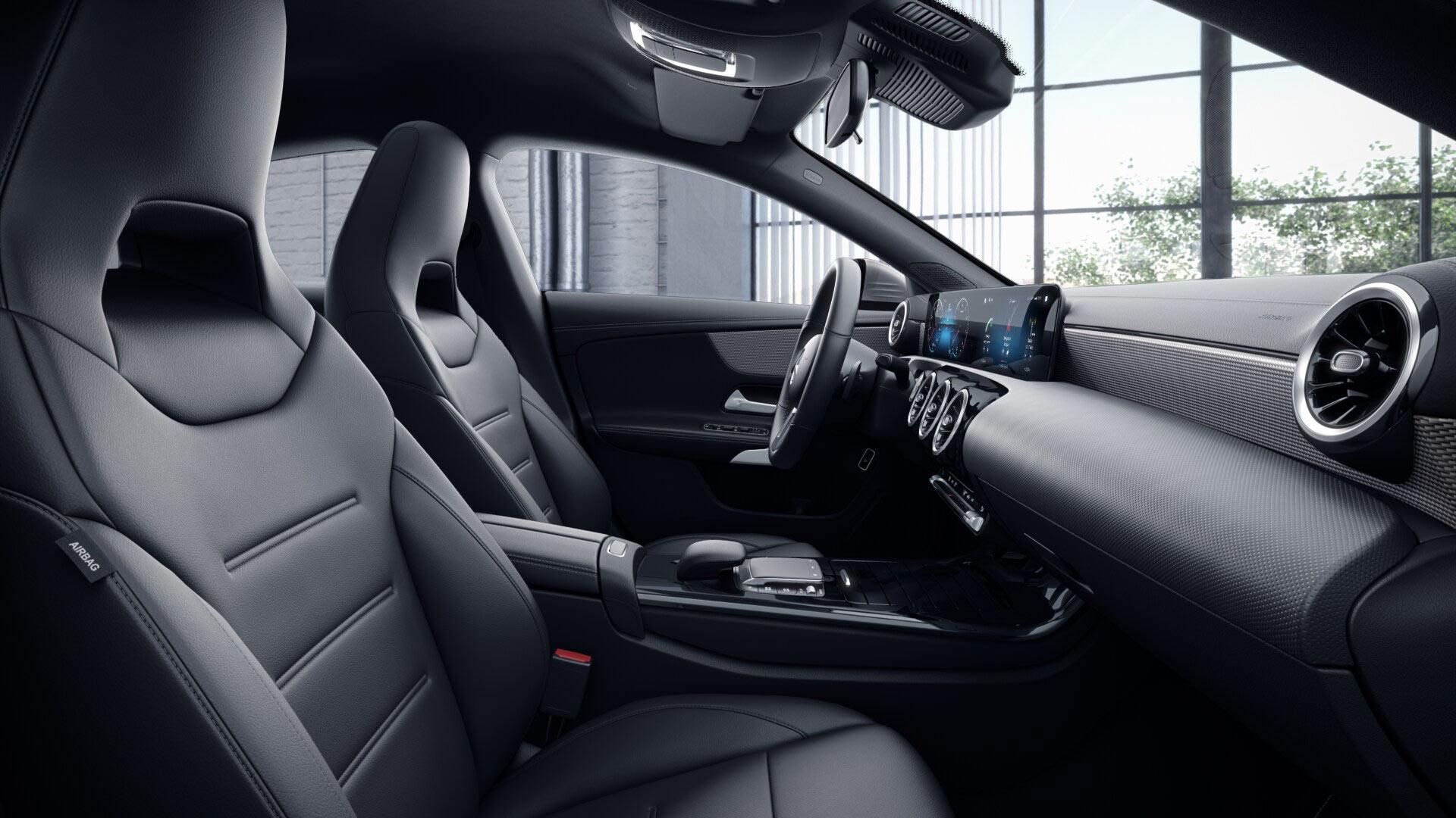 Poste de conduite de la Mercedes CLA Finition Style avec vue sur l'écran tactile, sellerie et la console centrale