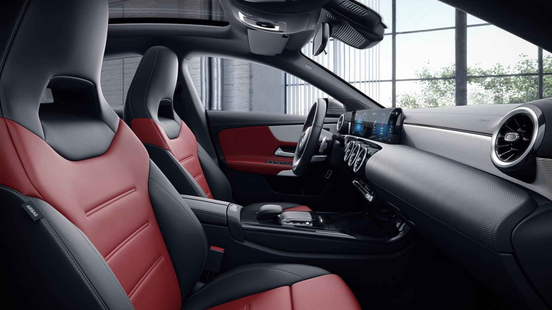 Poste de conduite de la Mercedes CLA Finition AMG Line + avec vue sur l'écran tactile, sellerie et la console centrale
