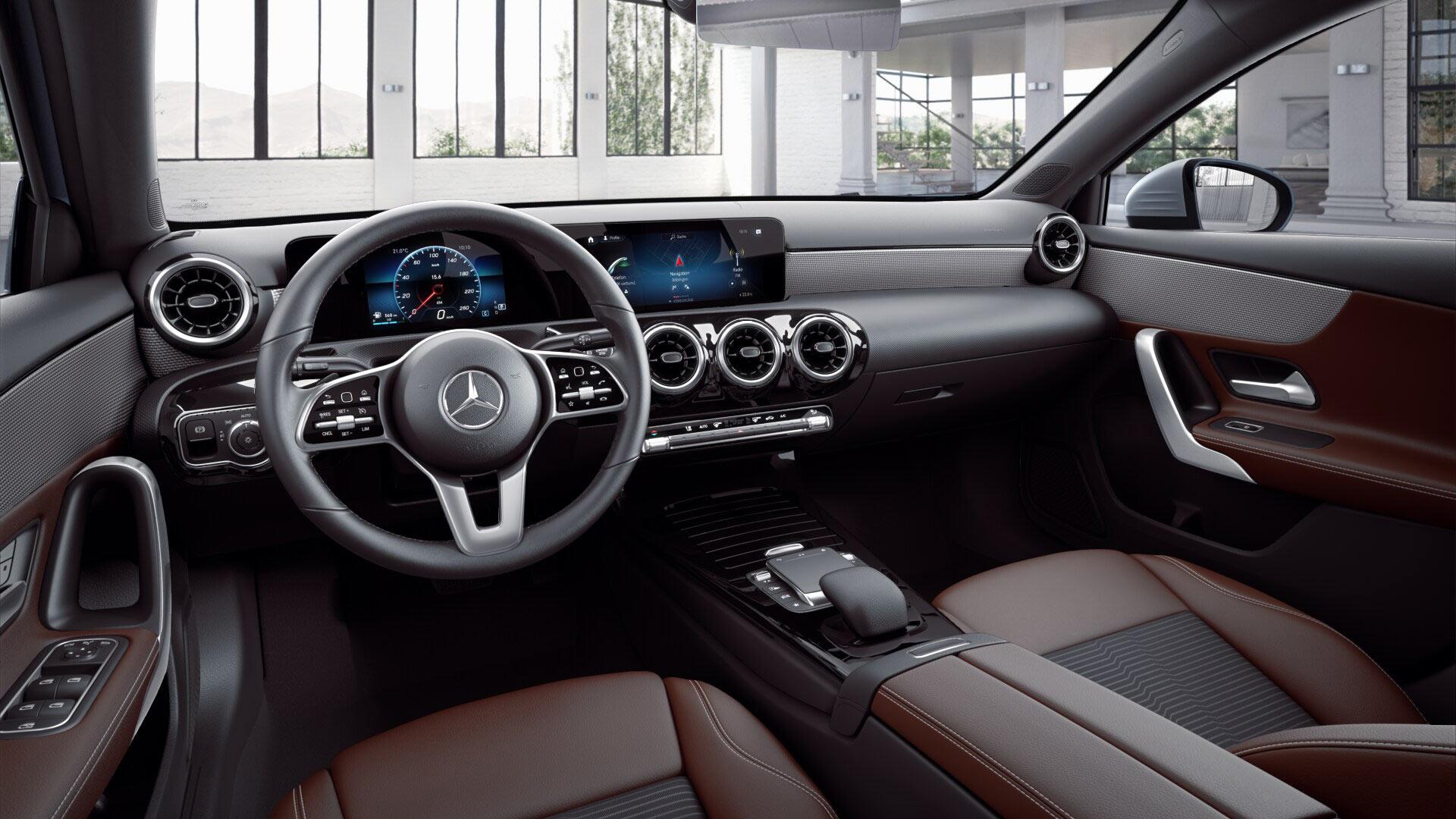 Poste de conduite de la Classe A Finition Progressive avec vue sur les écrans tactiles et la sellerie